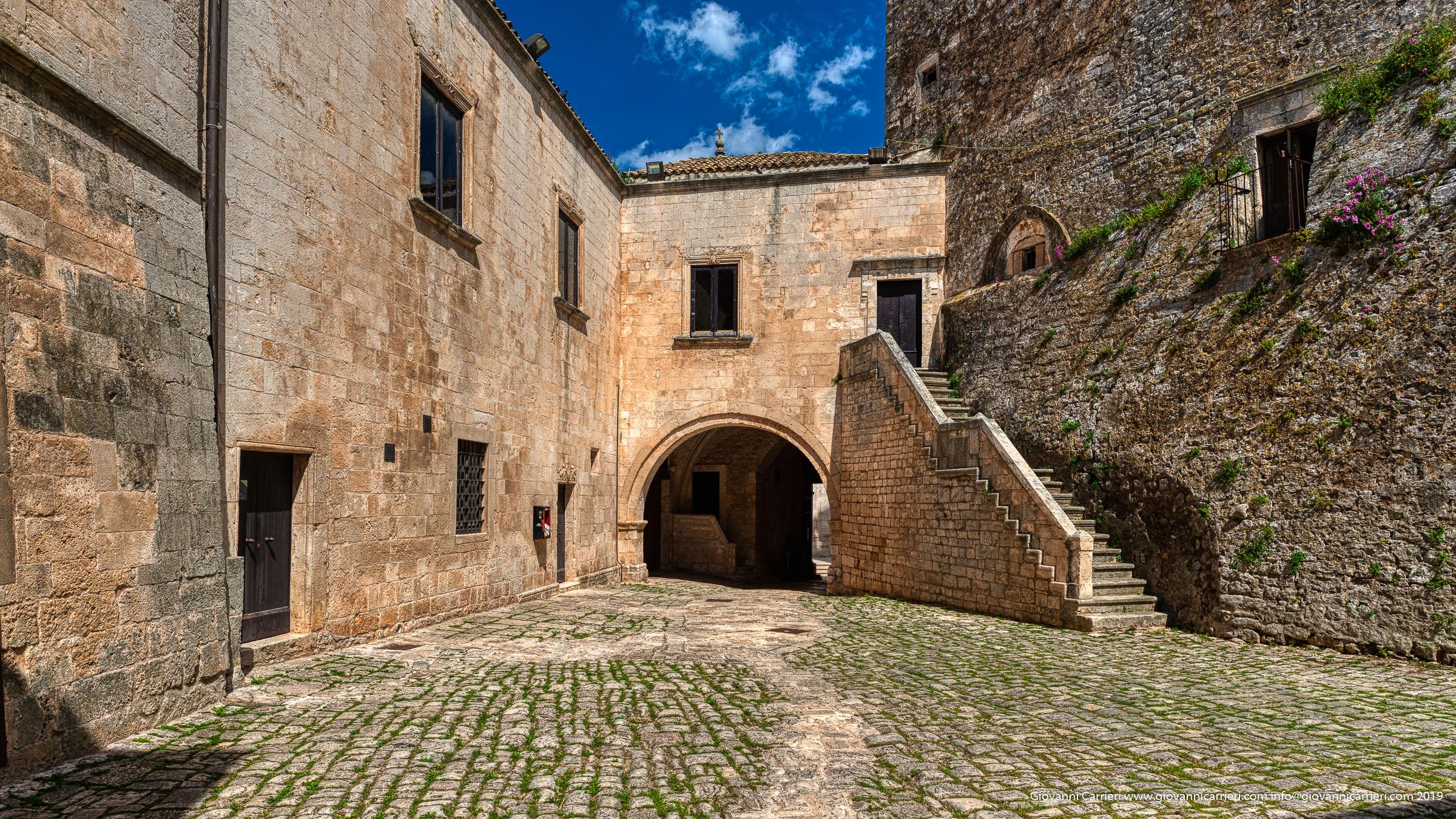 L'atrio del Castello Ducale di Ceglie Messapica