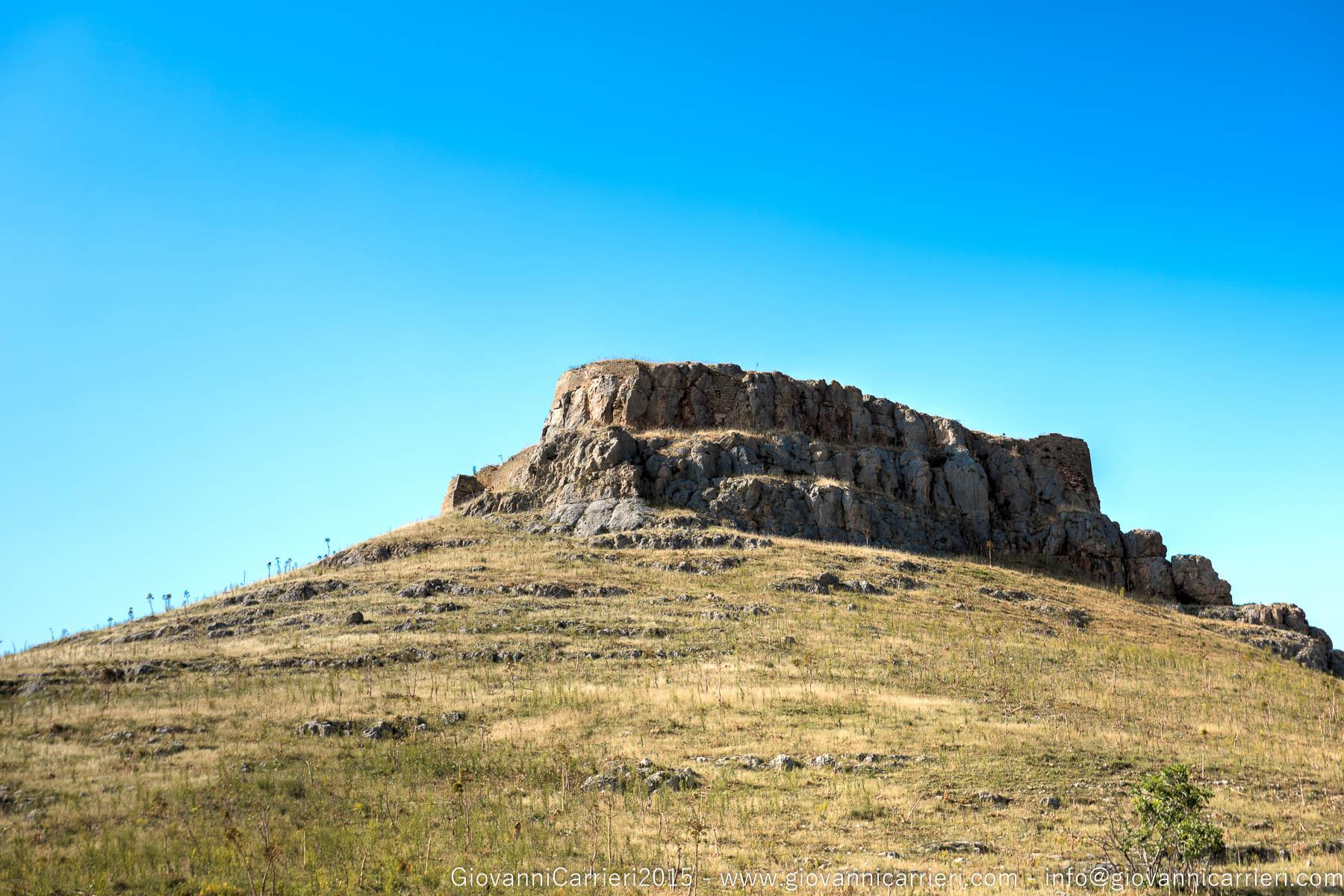 Il resti del Castello Garagnone in territorio di Poggiorsini, Puglia