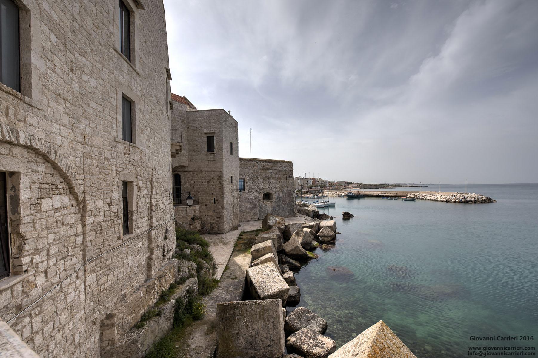 Vista del porto dalla balconata, Giovinazzo