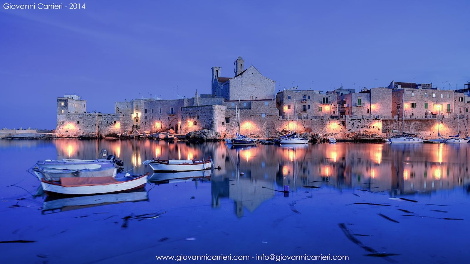 l'imbrunire sul porto di Giovinazzo