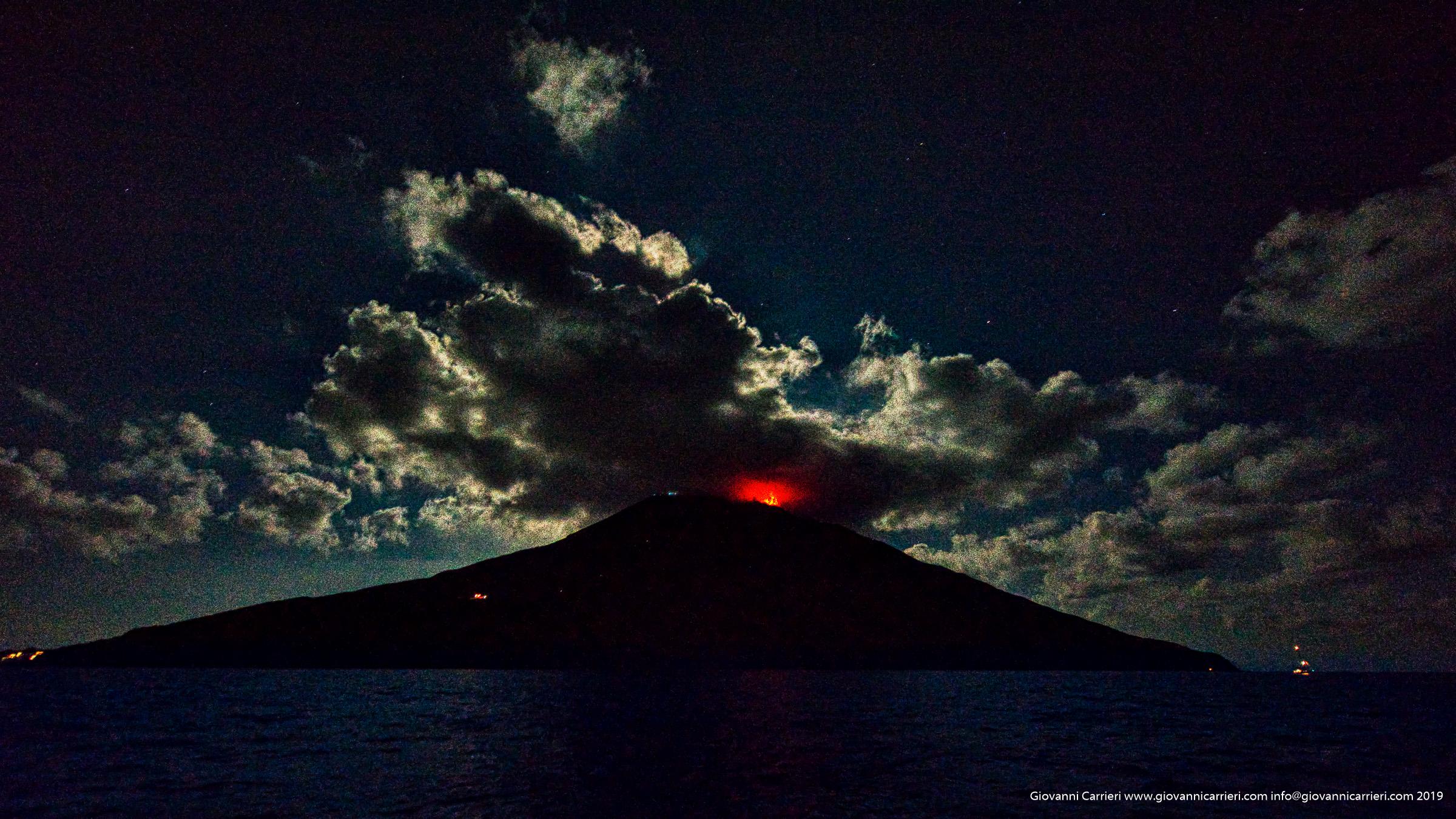 La sciara del fuoco vista dal mare. Stromboli