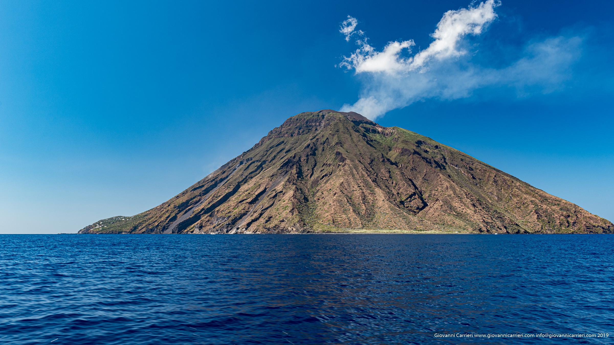 Il vulcano Stromboli visto dal mare