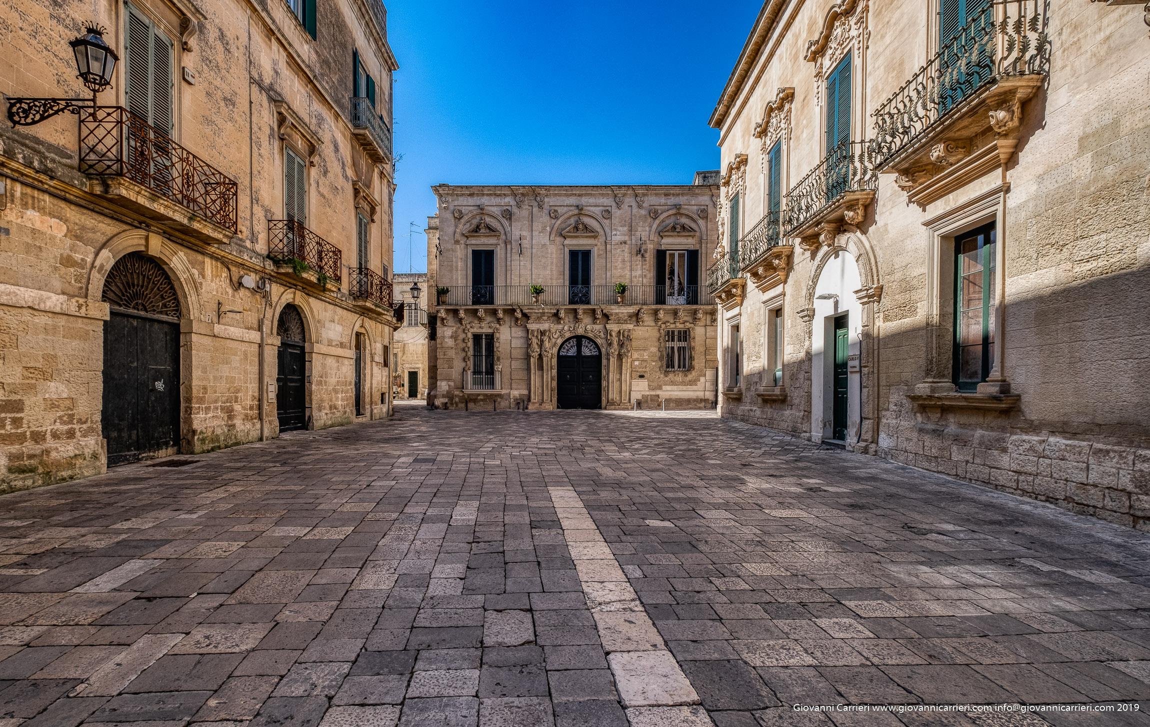 La piazzetta Ignazio Falconieri ed il Palazzo Falconieri in Lecce