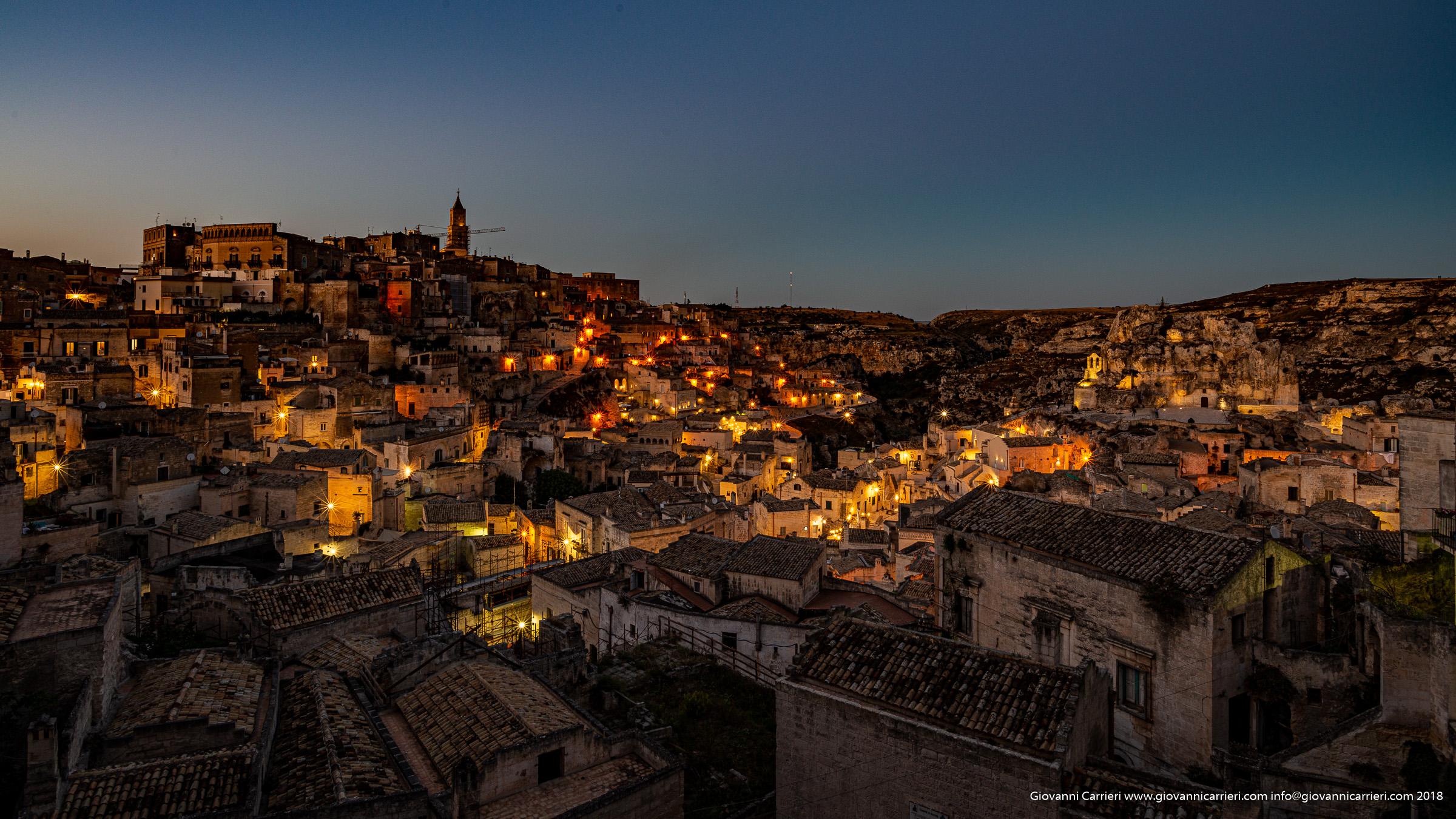 Panoramica notturna su Matera