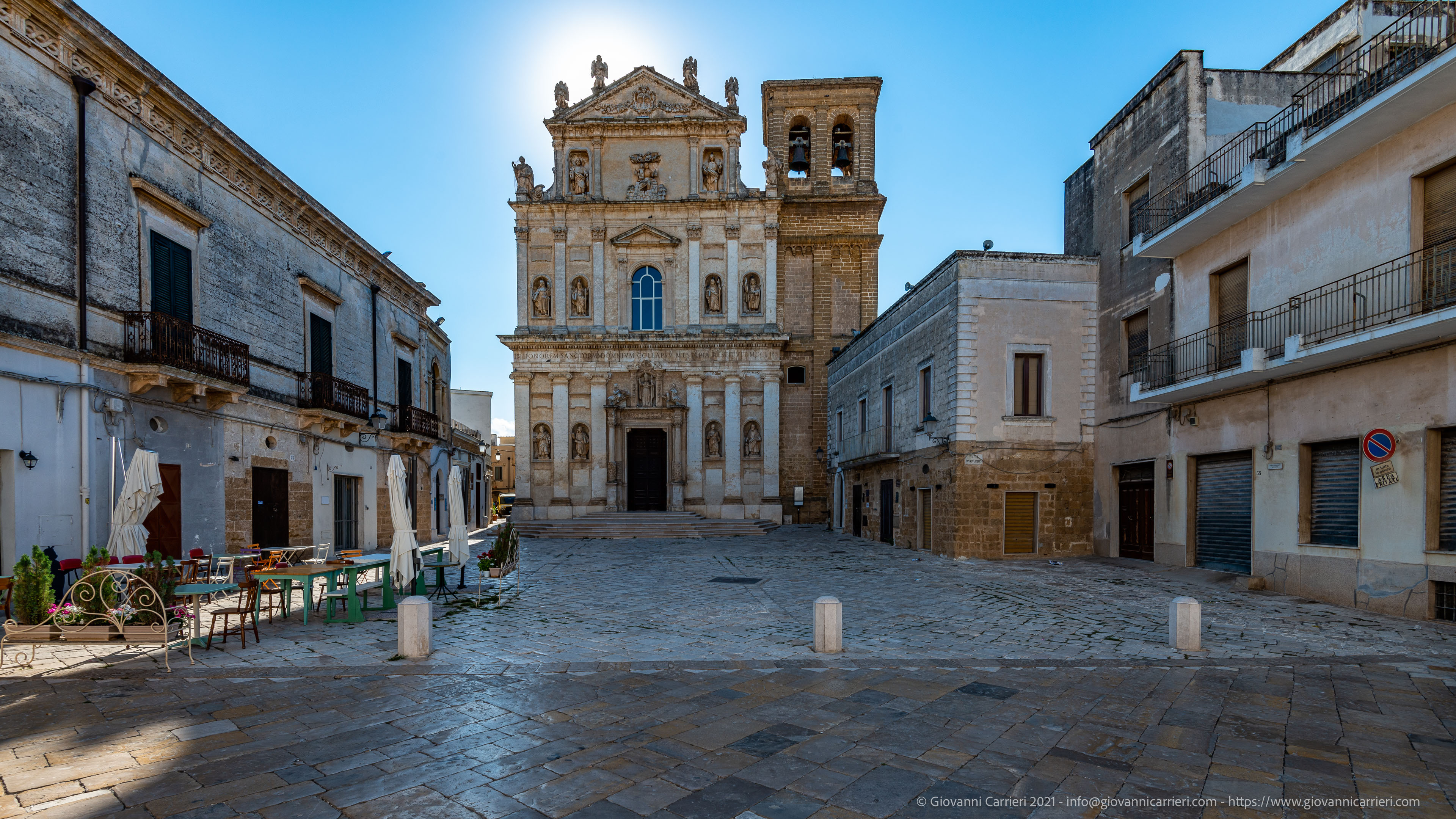 La chiesa matrice di Mesagne La chiesa matrice degli Ognissanti, di architettura barocca, nel cuore del centro storico di Mesagne