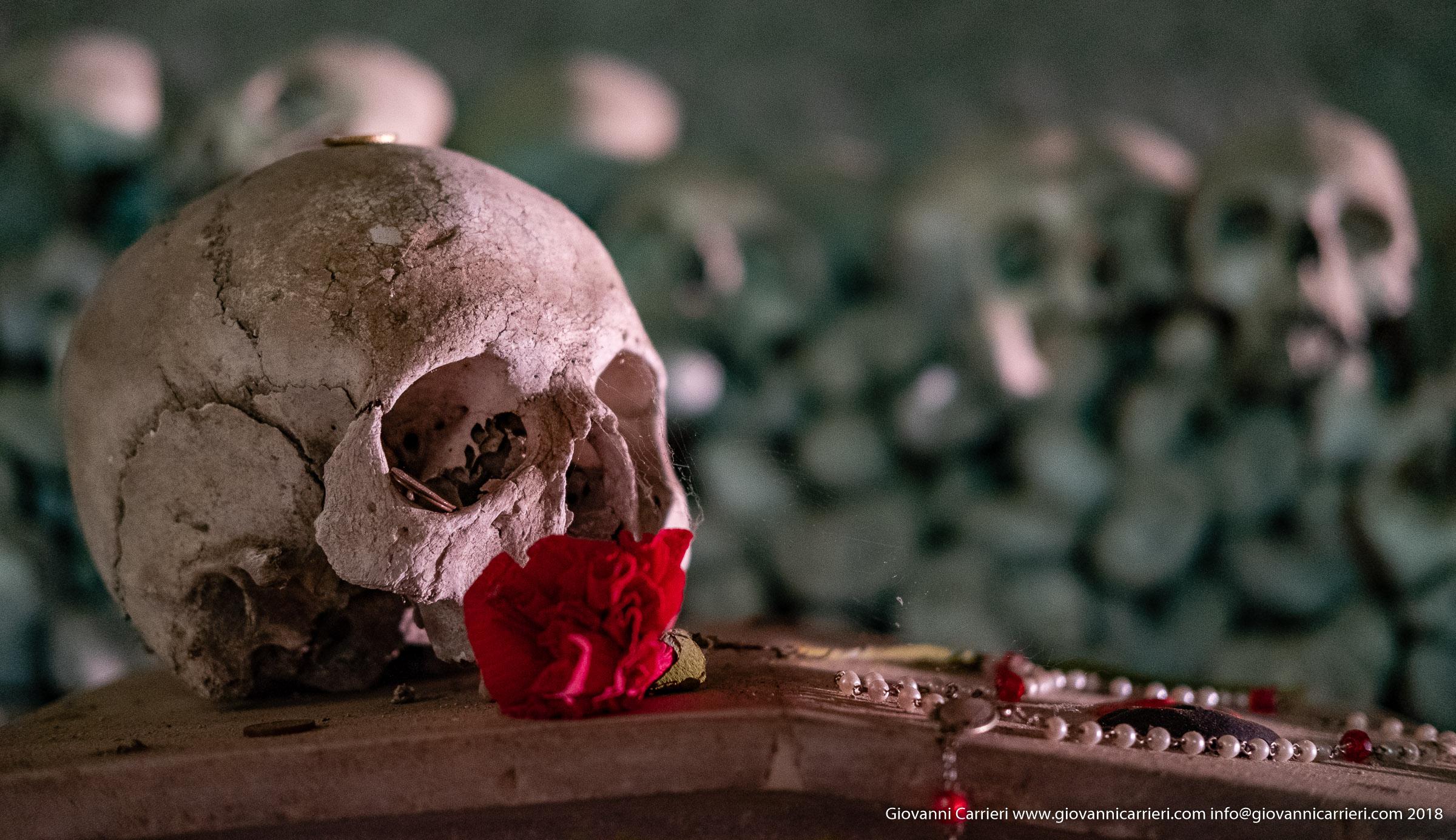 """Un anima """"pezzentella"""" del Cimitero delle Fontanelle"""