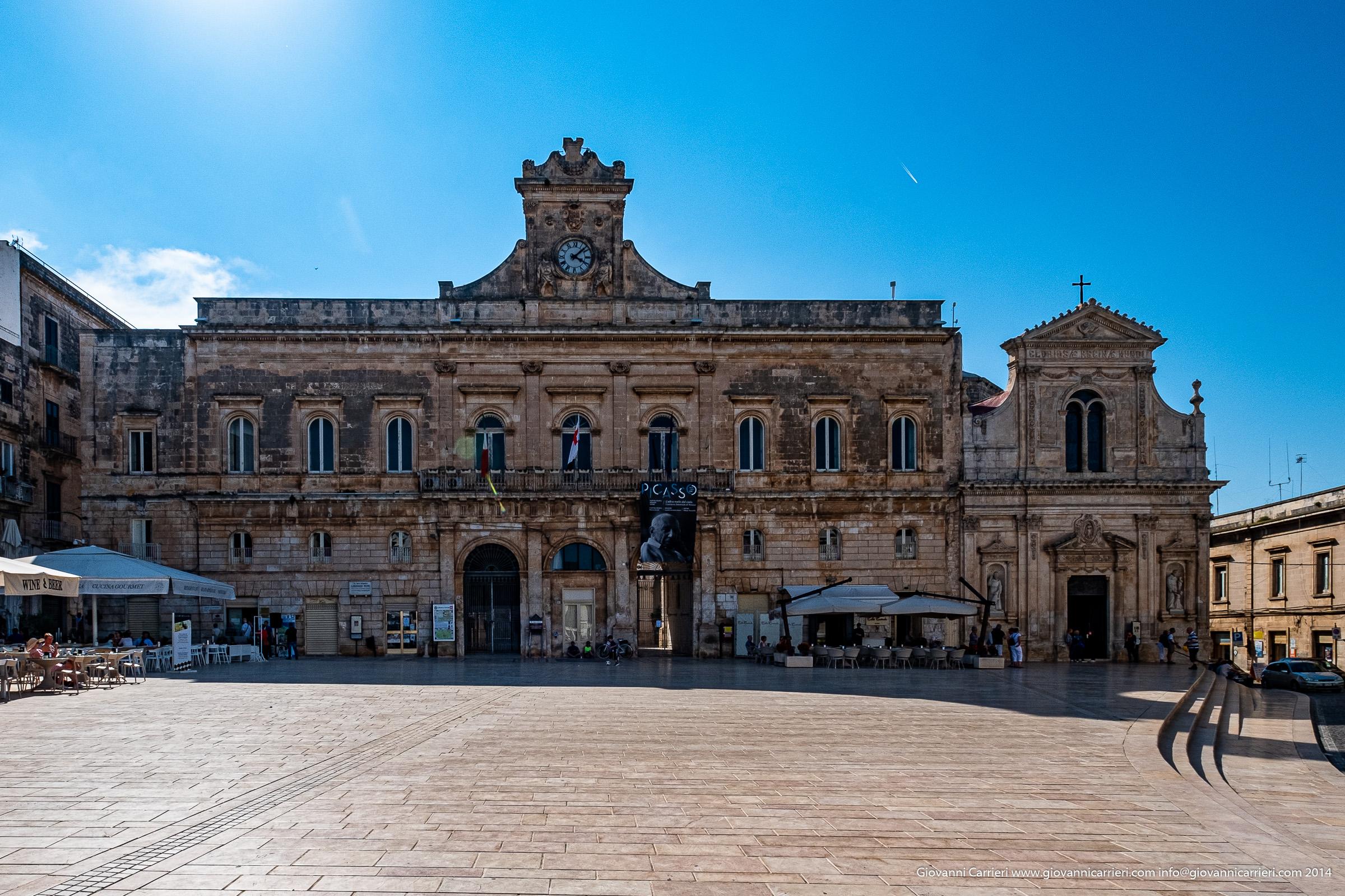 Il palazzo comunale di Ostuni