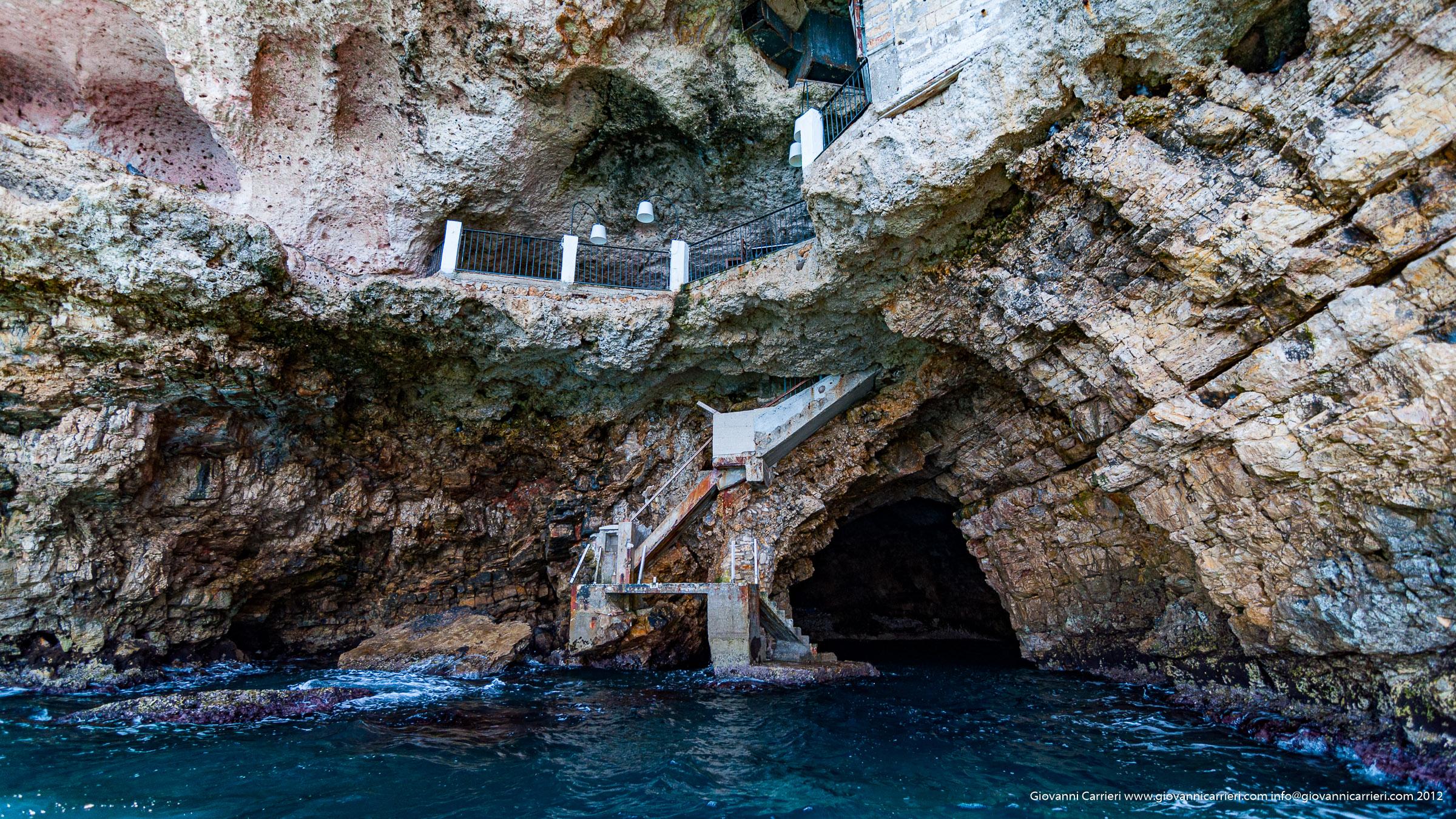L'esterno di Grotta Palazzese