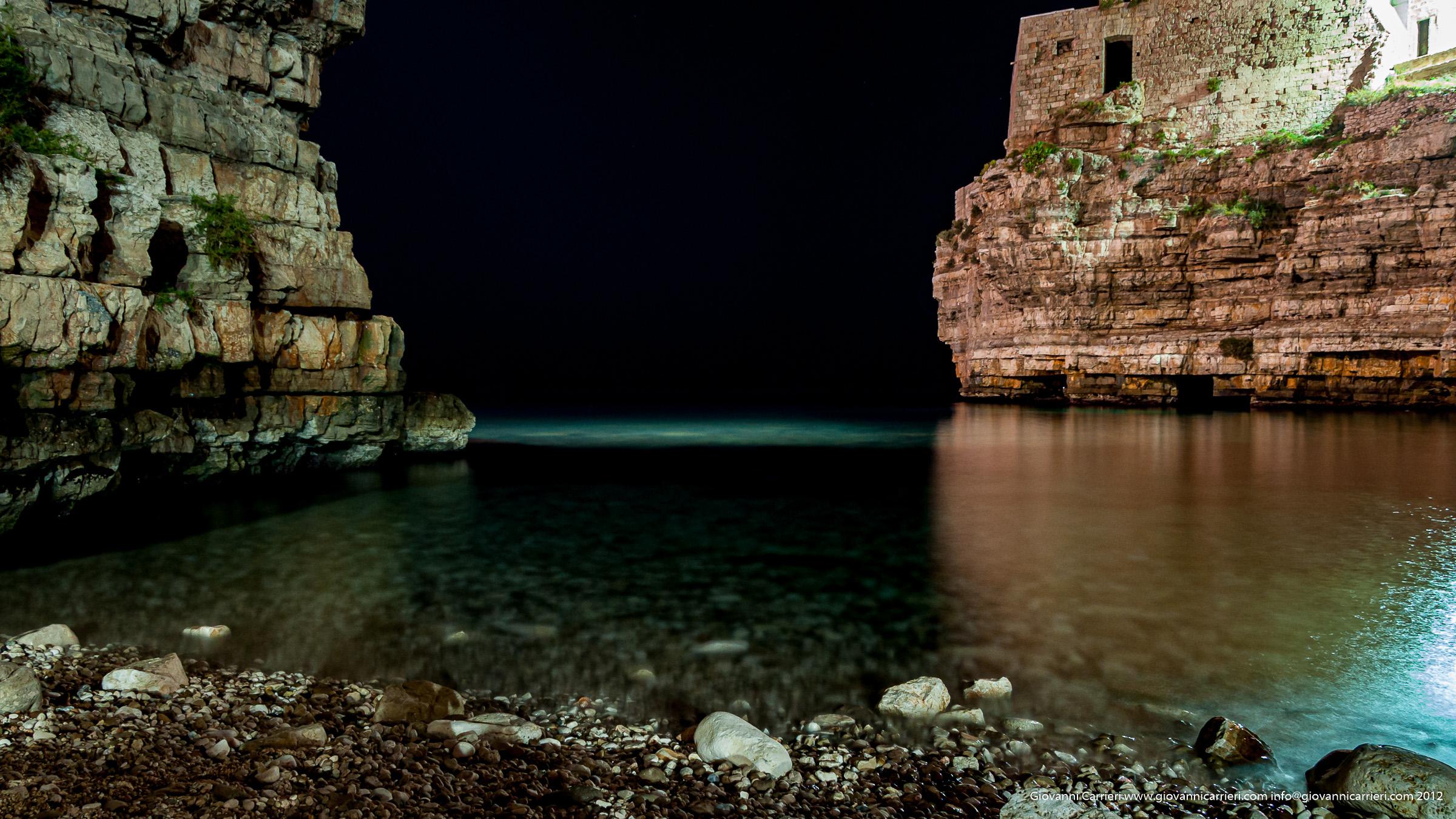Sogno di una notte di mezza estate, la luna illumina Polignano a mare