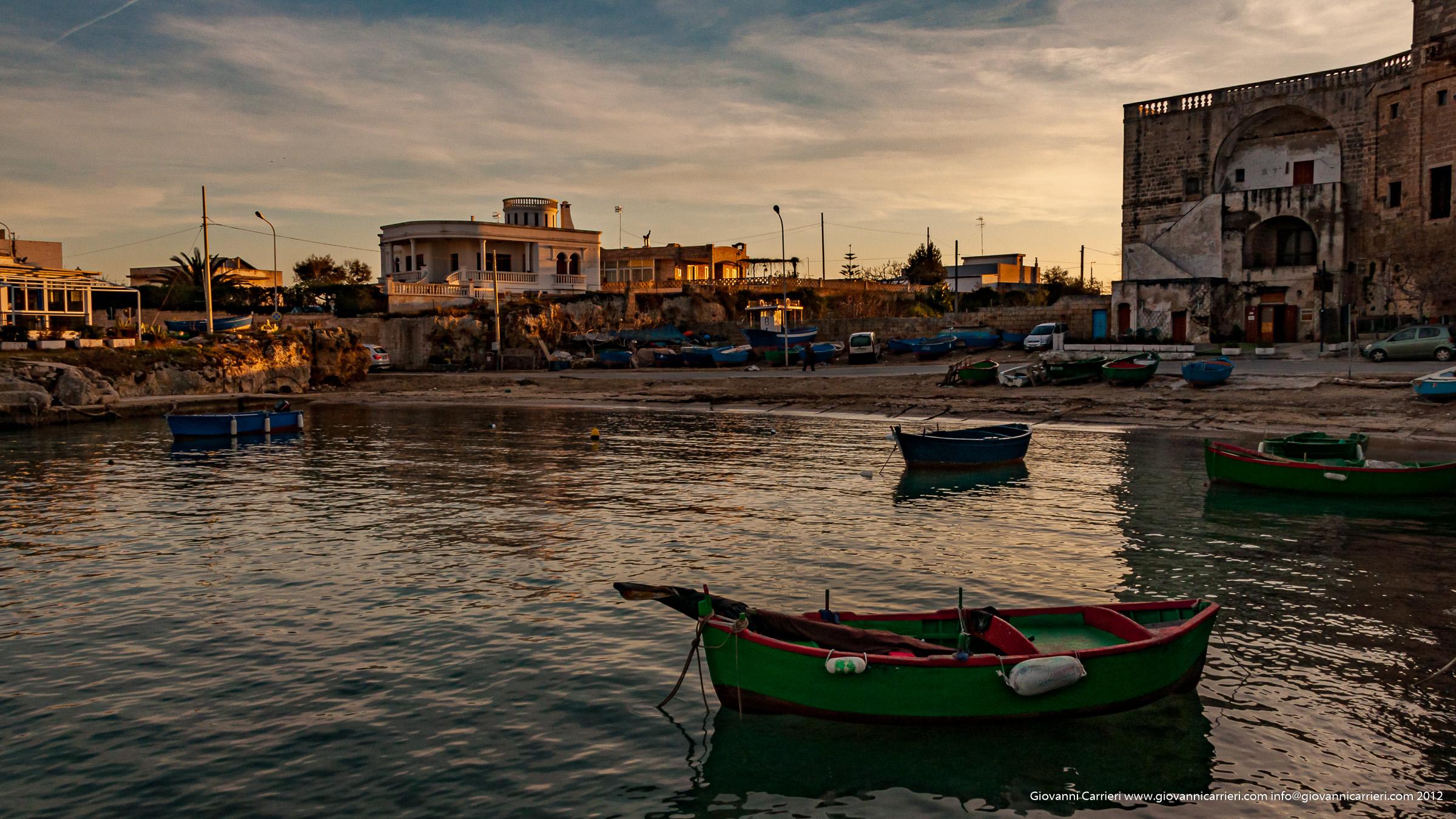 Barche di pescatori all'ombra dell'abazia