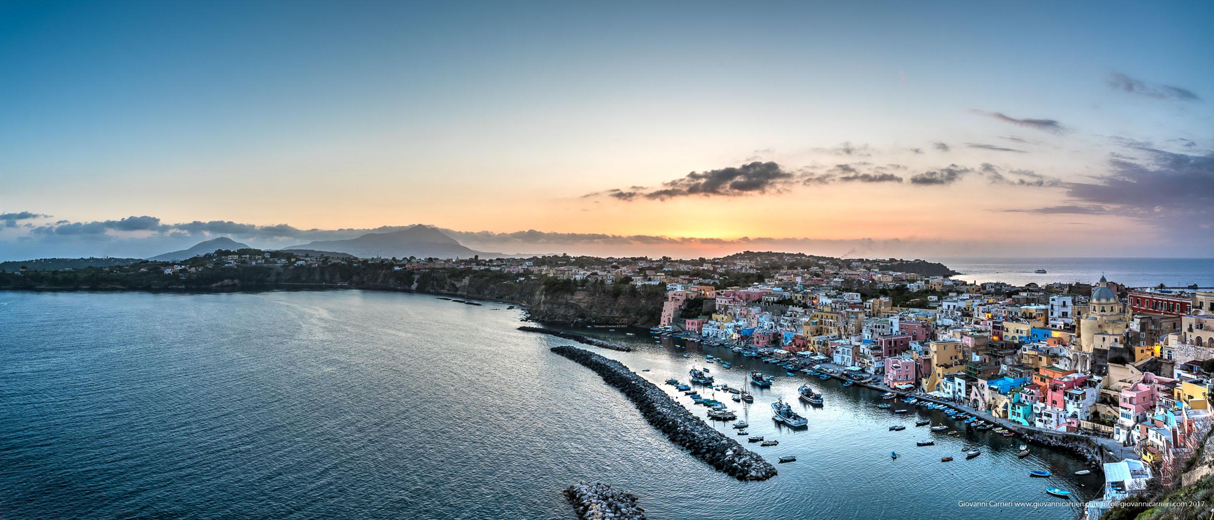 Panoramica di Marina di Corricella vista da Torre Murata, Procida