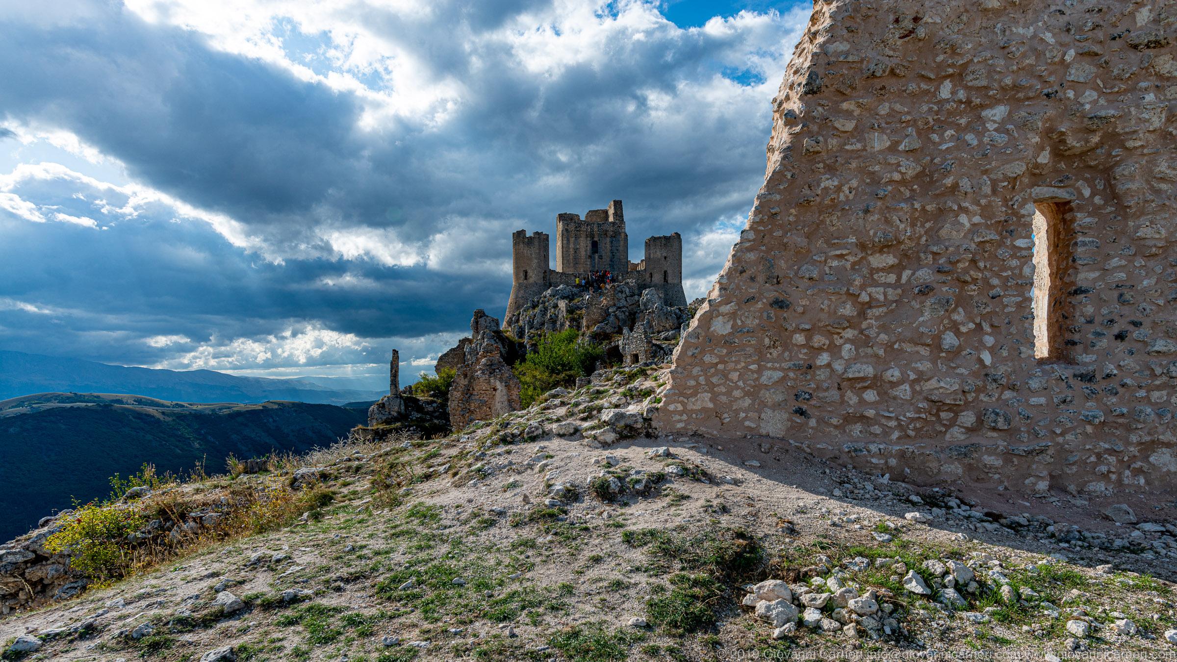 Rocca Calascio e le rovine circostanti