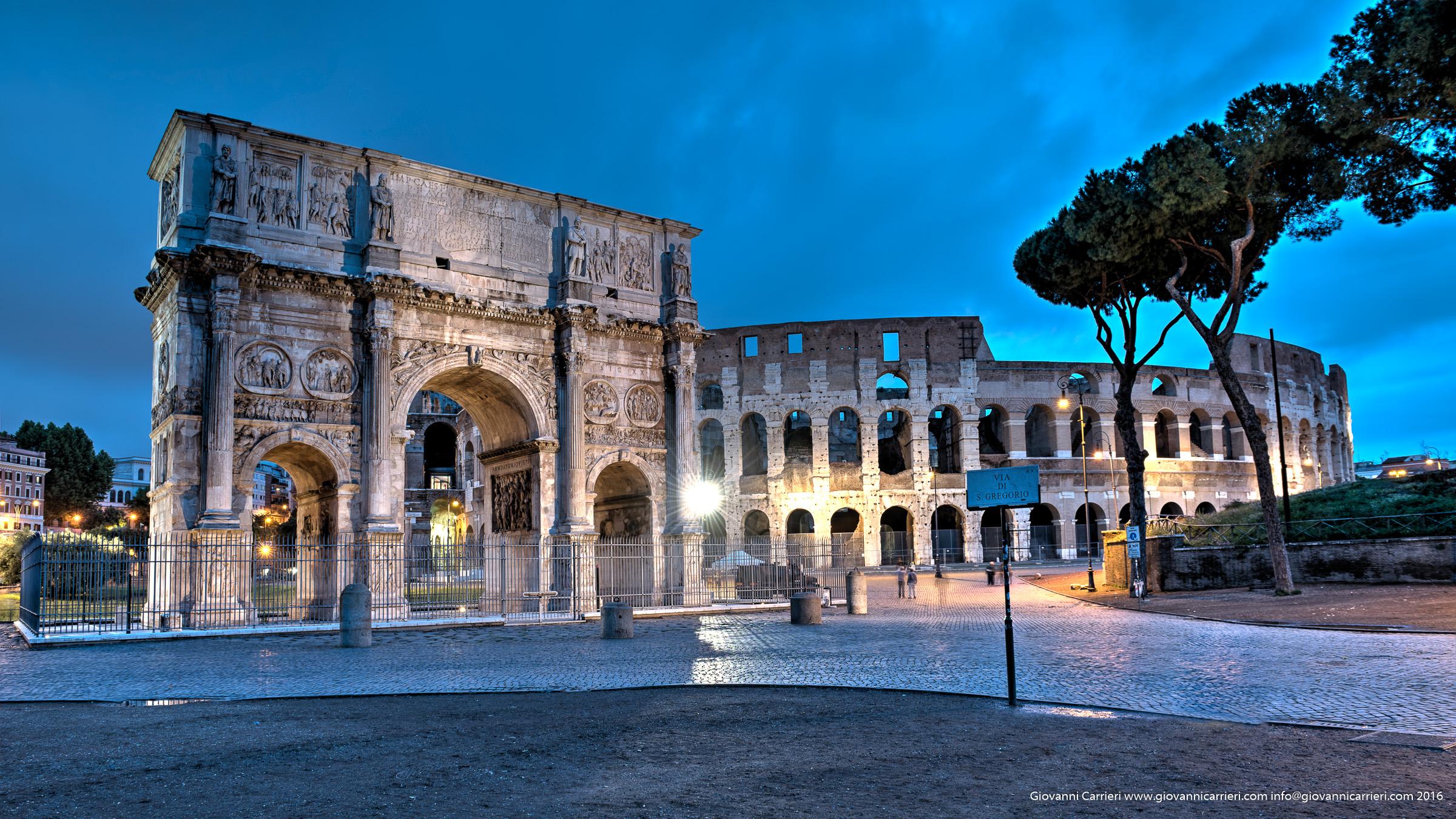 Il Colosseo e l'Arco di Costantino al tramonto
