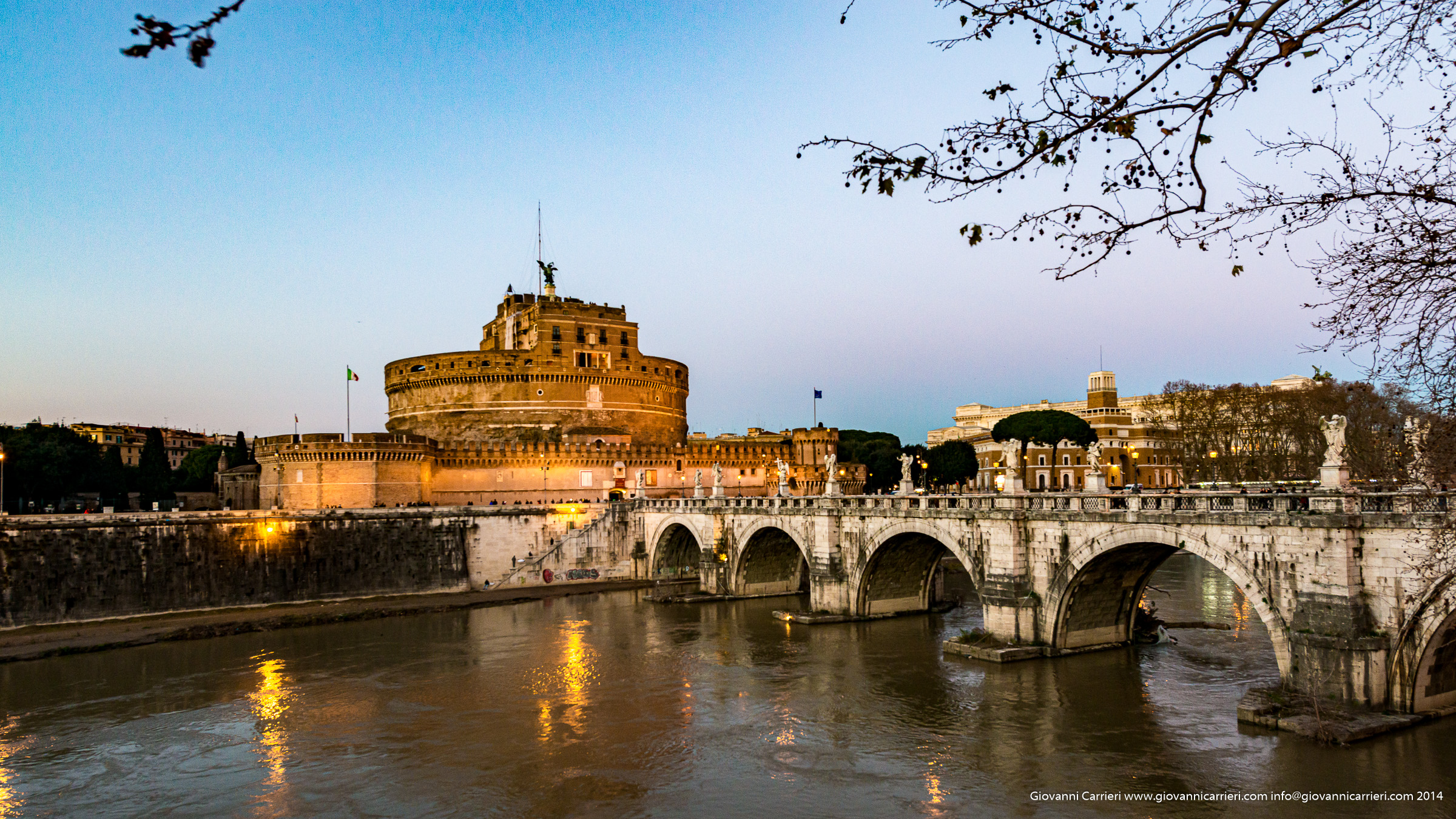 Castel Sant'Angelo, il ponte omonimo ed il Tevere