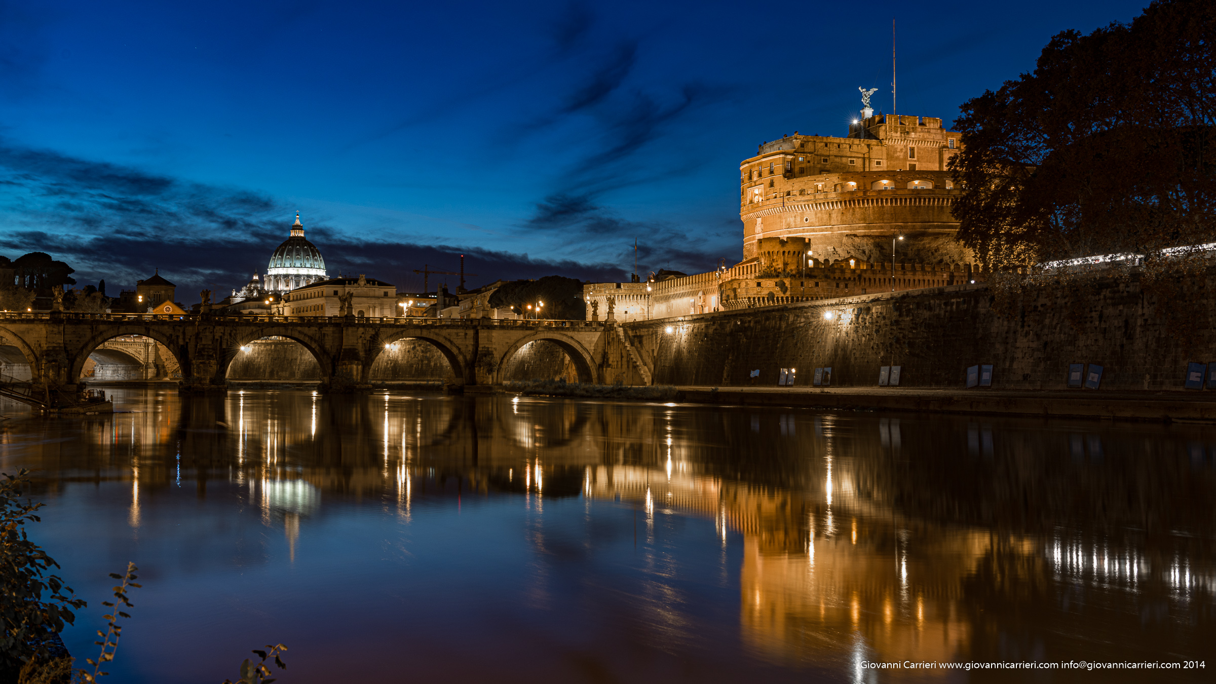 A panoramic view of Rome from the Tevere River. Castel Sant'Angelo and the Dome