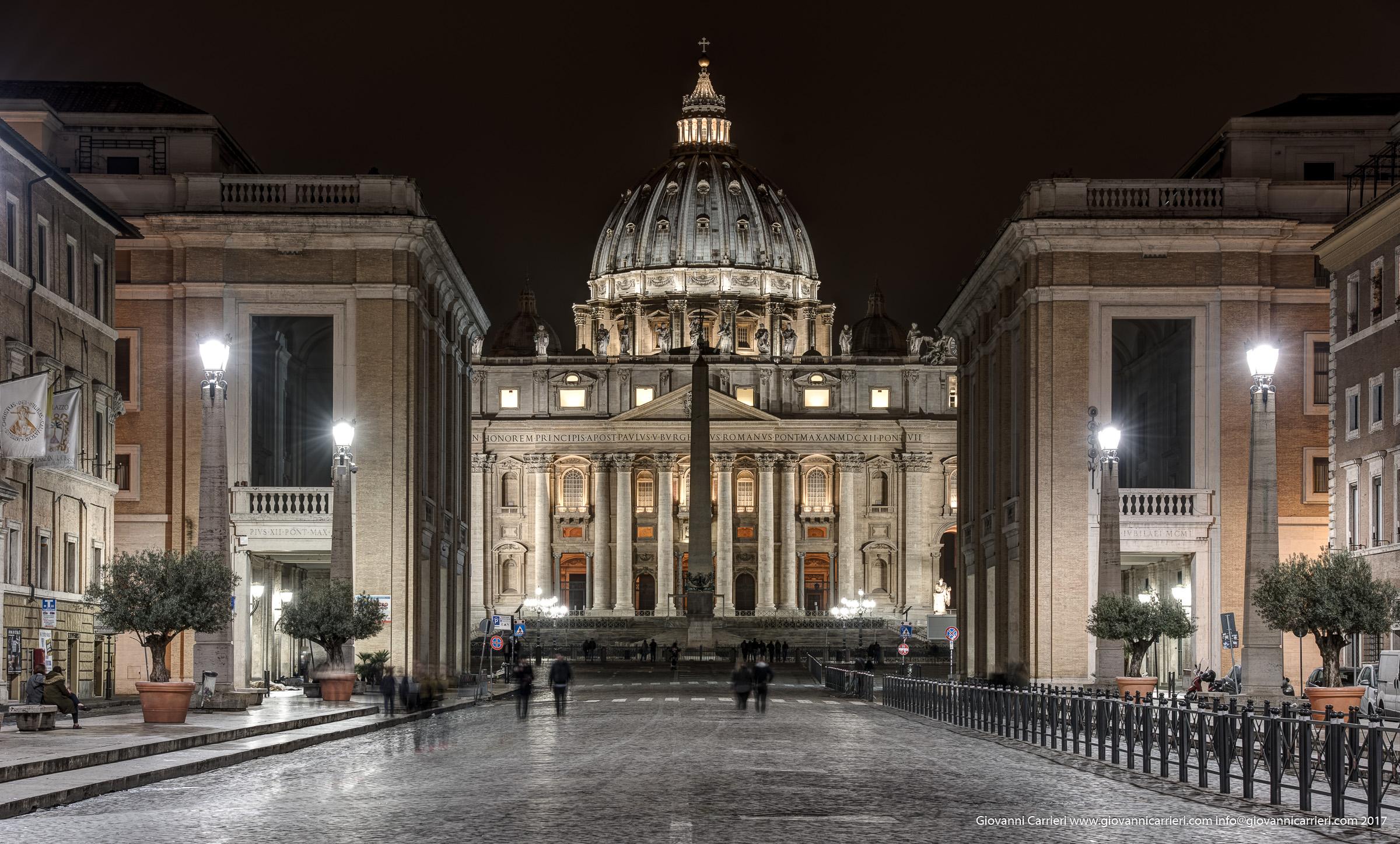 Vista di Via della Conciliazione e del Cupolone di Michelangelo di notte