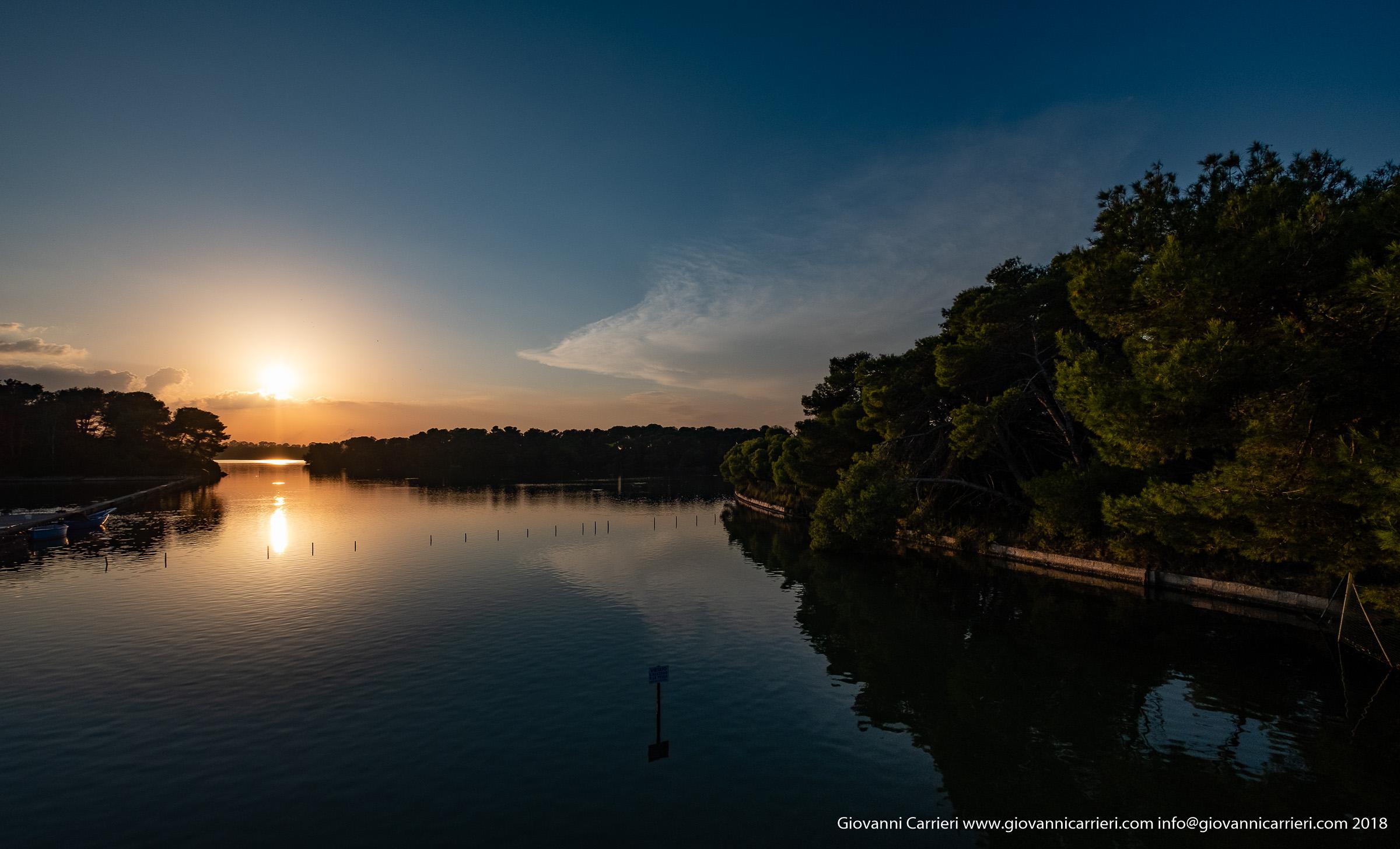 Il lago Alimini Grande al tramonto