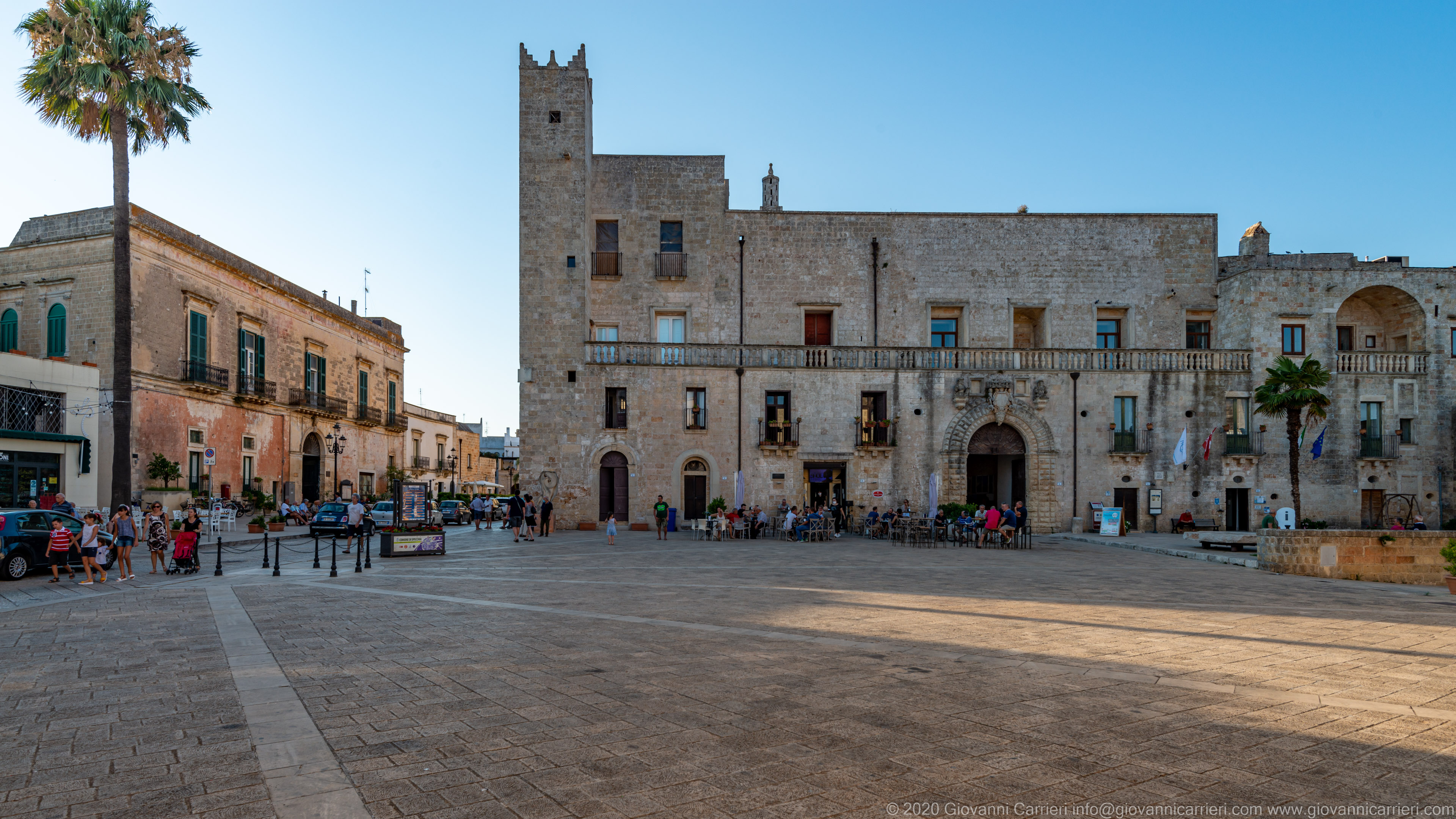 Protonobilissimo Risolo palace In the lovely Piazza del Popolo of Specchia, stands the Protonobilissimo Risolo Castle, which belonged to several families since the sixteenth century, embellishes the beautiful historic center of Salento.