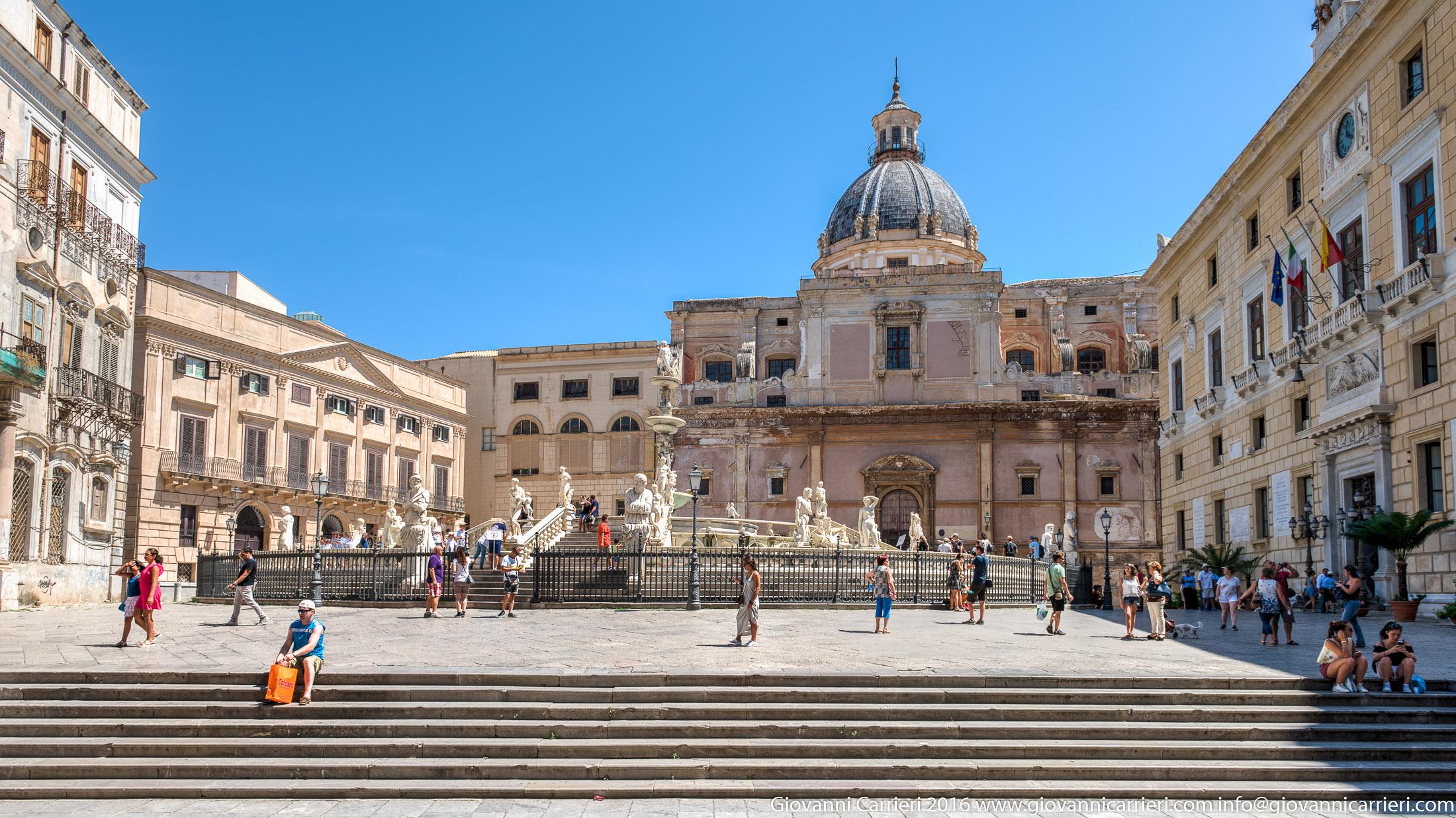La piazza Pretoria a Palermo