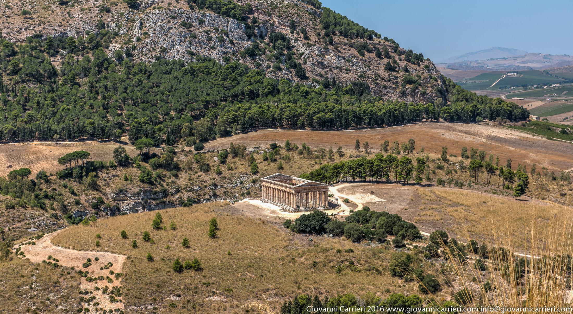 Una panoramica sul tempio di Segesta