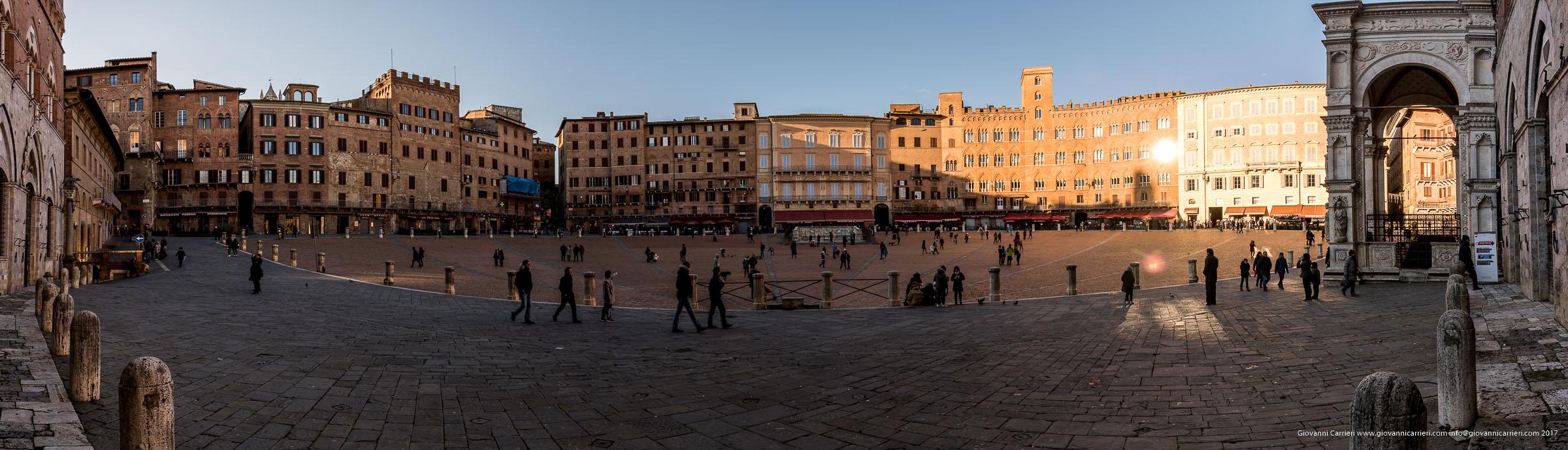 Panoramica di Piazza del Campo