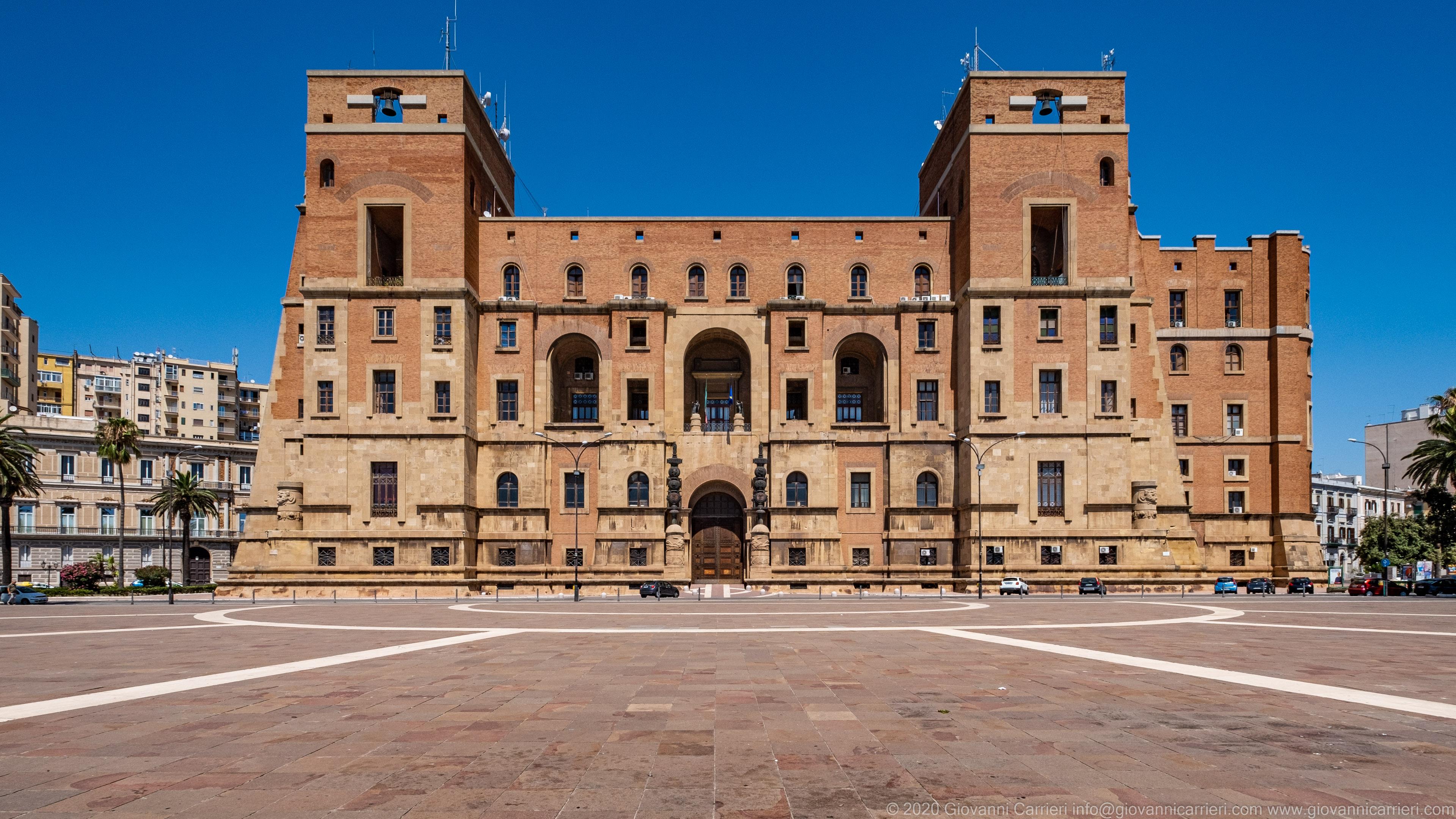 Palazzo del Governo Il palazzo del Governo di Taranto, sede della Prefettura e dell'amministrazione provinciale, inaugurato il 7 settembre 1934 da Benito Mussolini