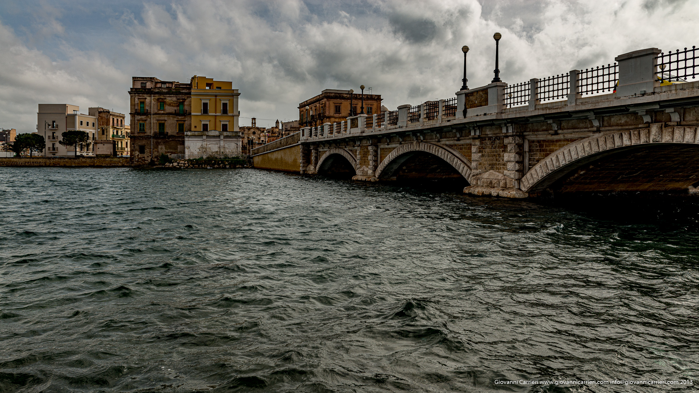 Il ponte di pietra, o ponte porta napoli o Ponte di Sant'Egidio