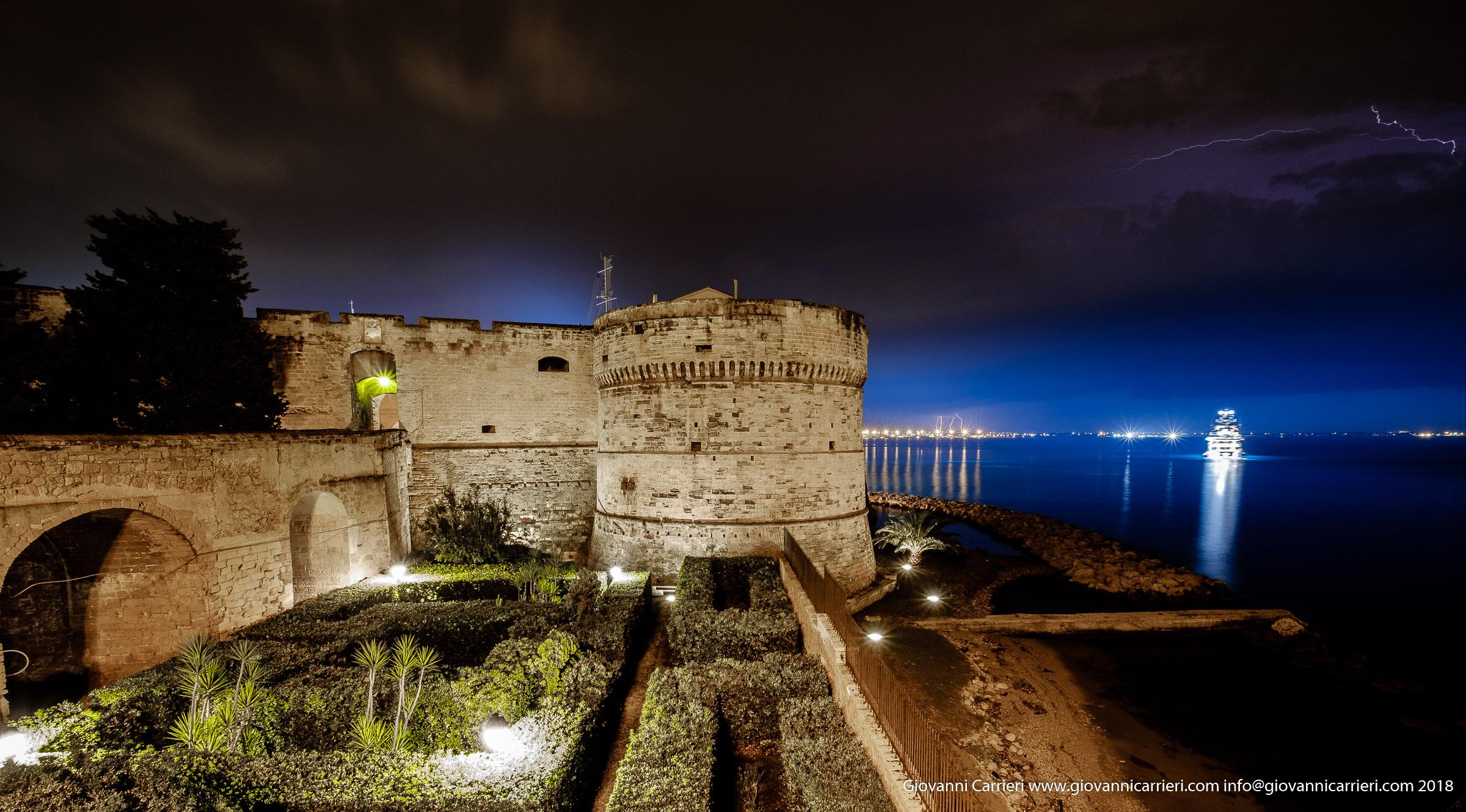 Vista notturna del Castello Aragonese, Taranto
