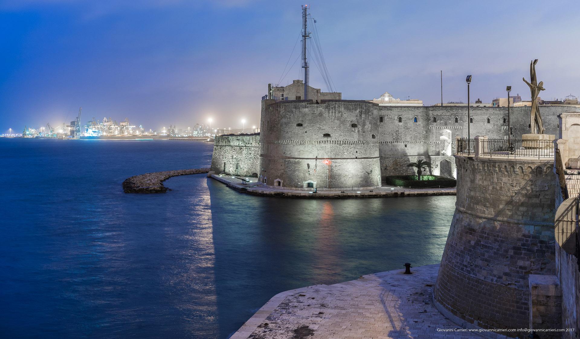 Il porto di Taranto visto dal monumento al Marinaio
