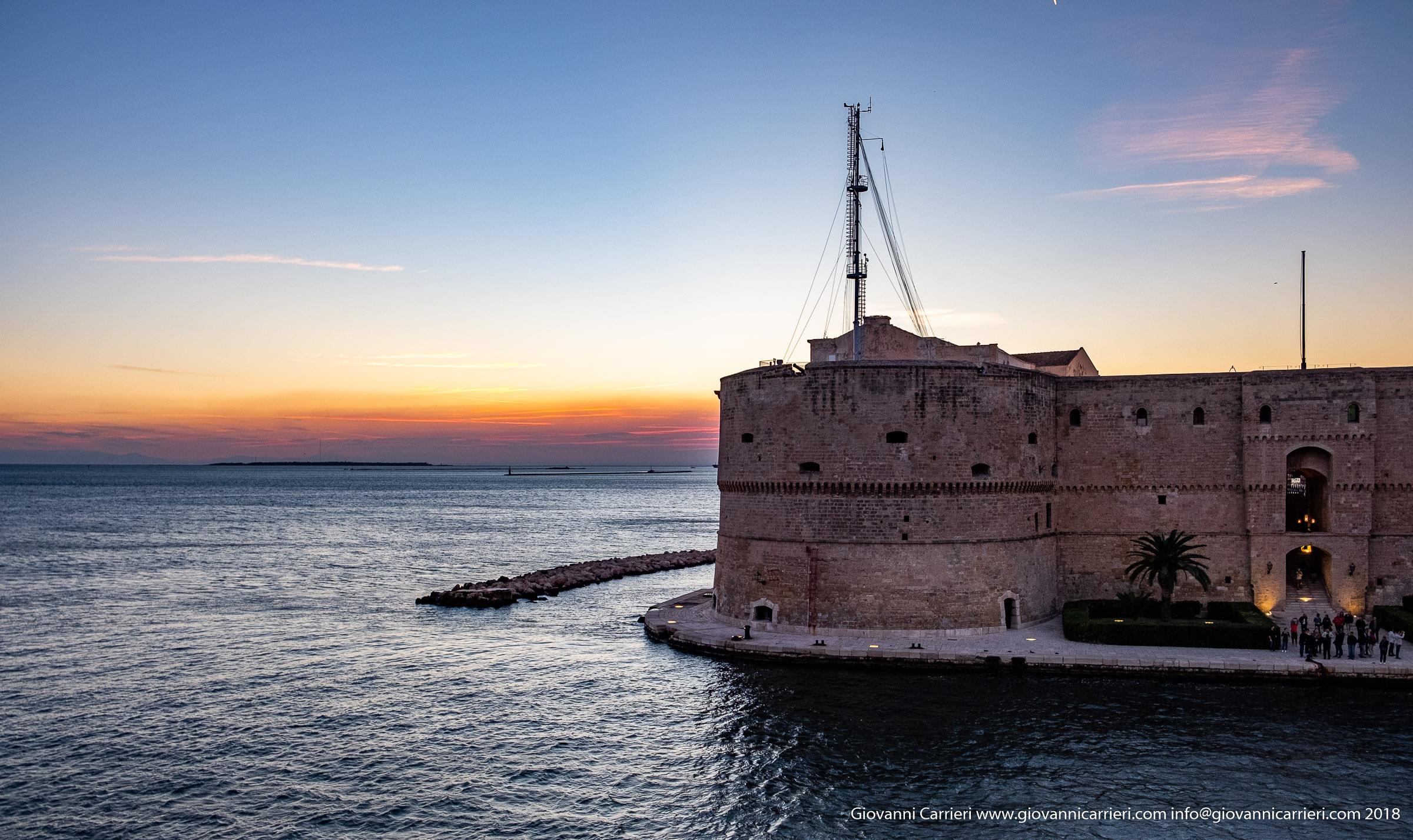 Scorcio del castello Aragonese al tramonto