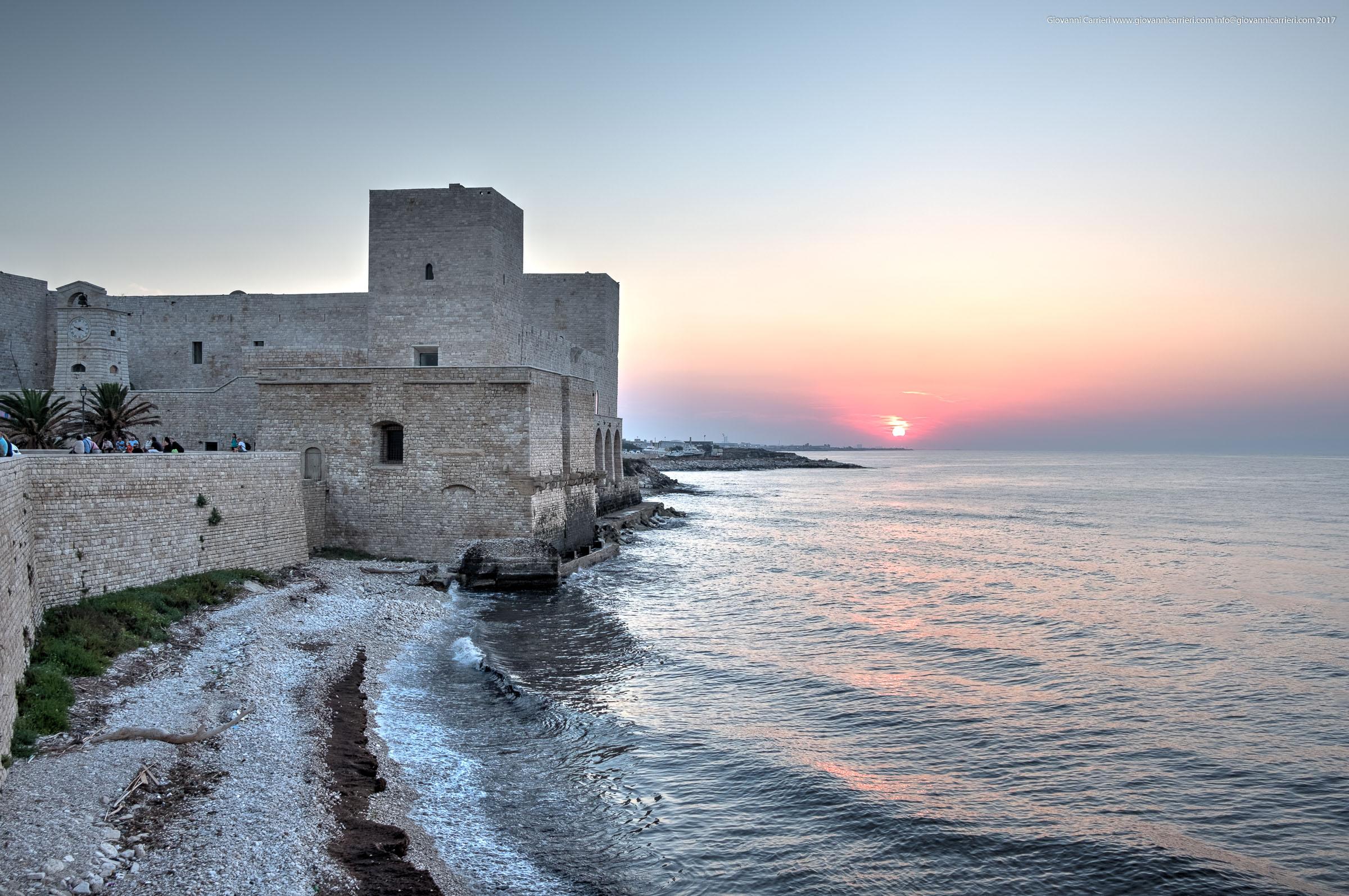 Il tramonto sul Castello Svevo di Trani