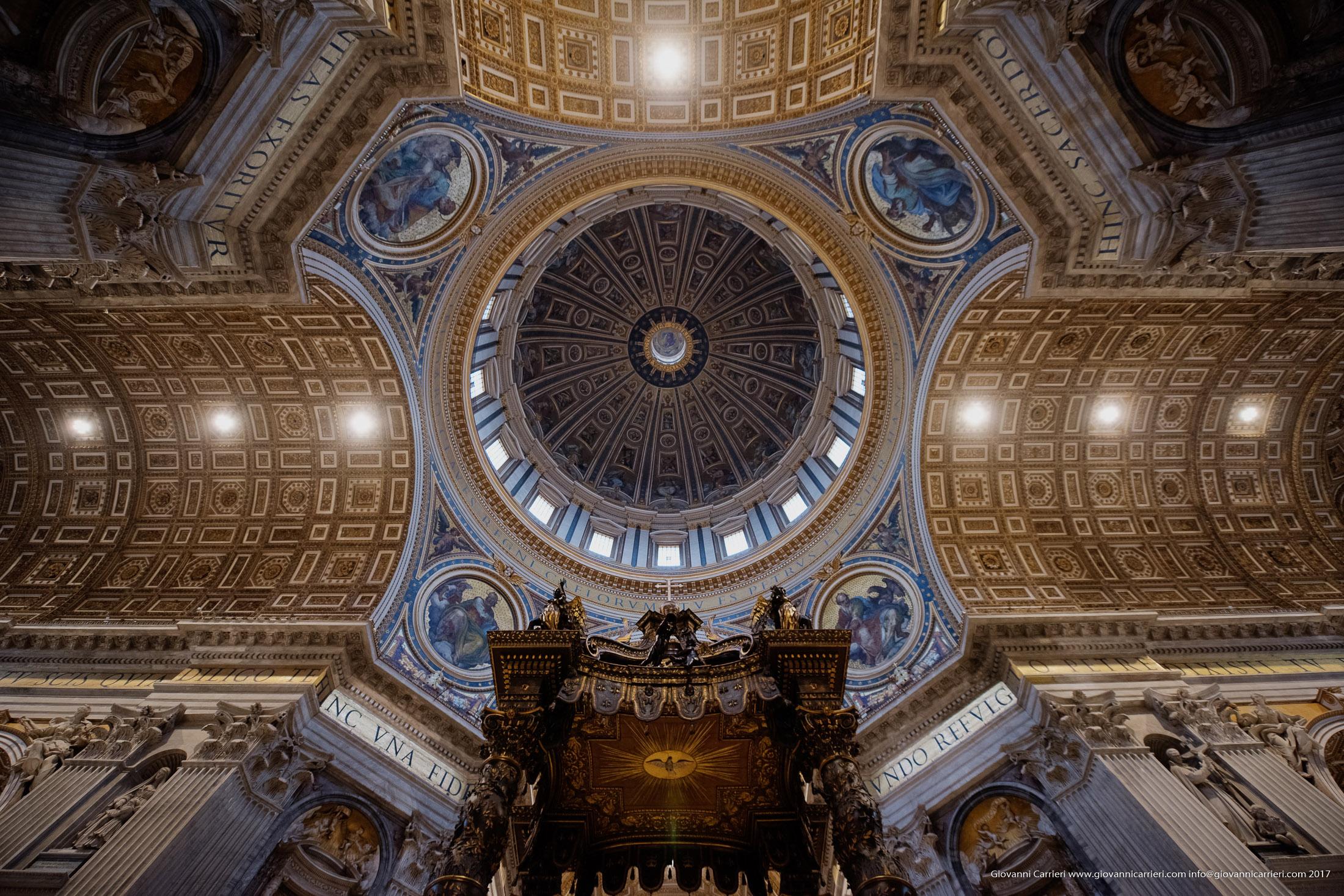 La Cupola di Michelangelo vista da sotto il Baldacchino del Bernini