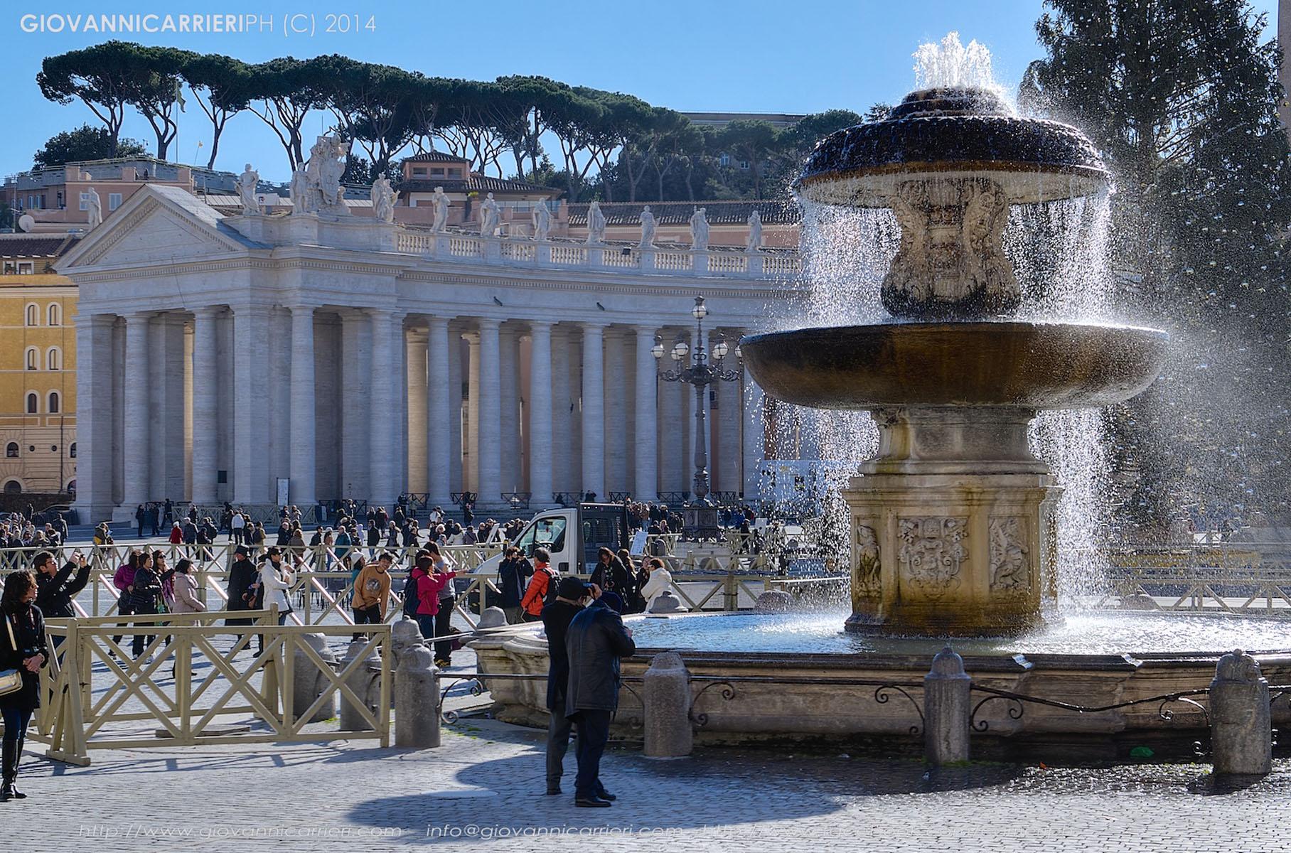 Il colonnato del Bernini e la fontana del Maderno