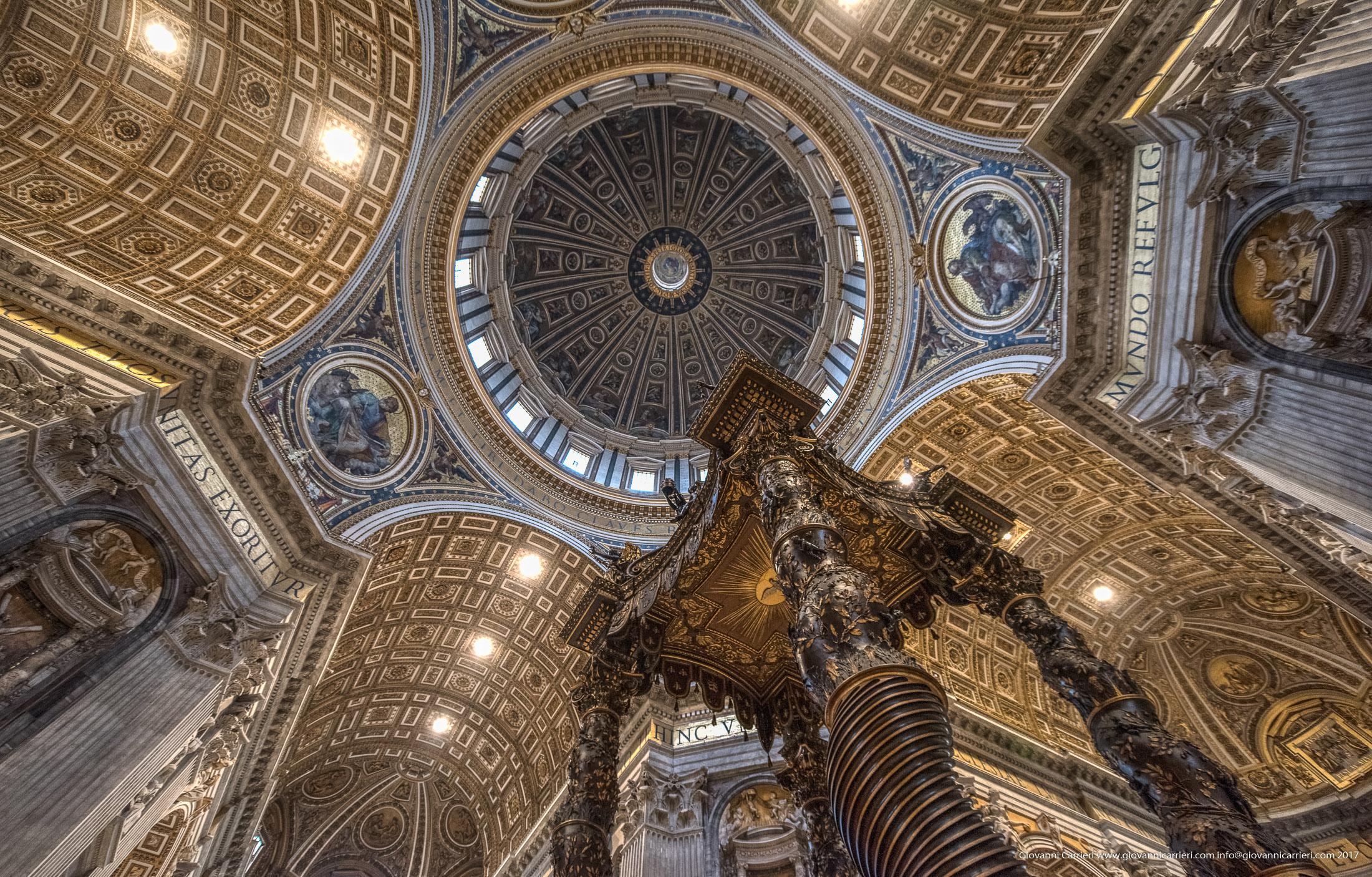 La Cupola del Michelangelo vista dalla navata centrale