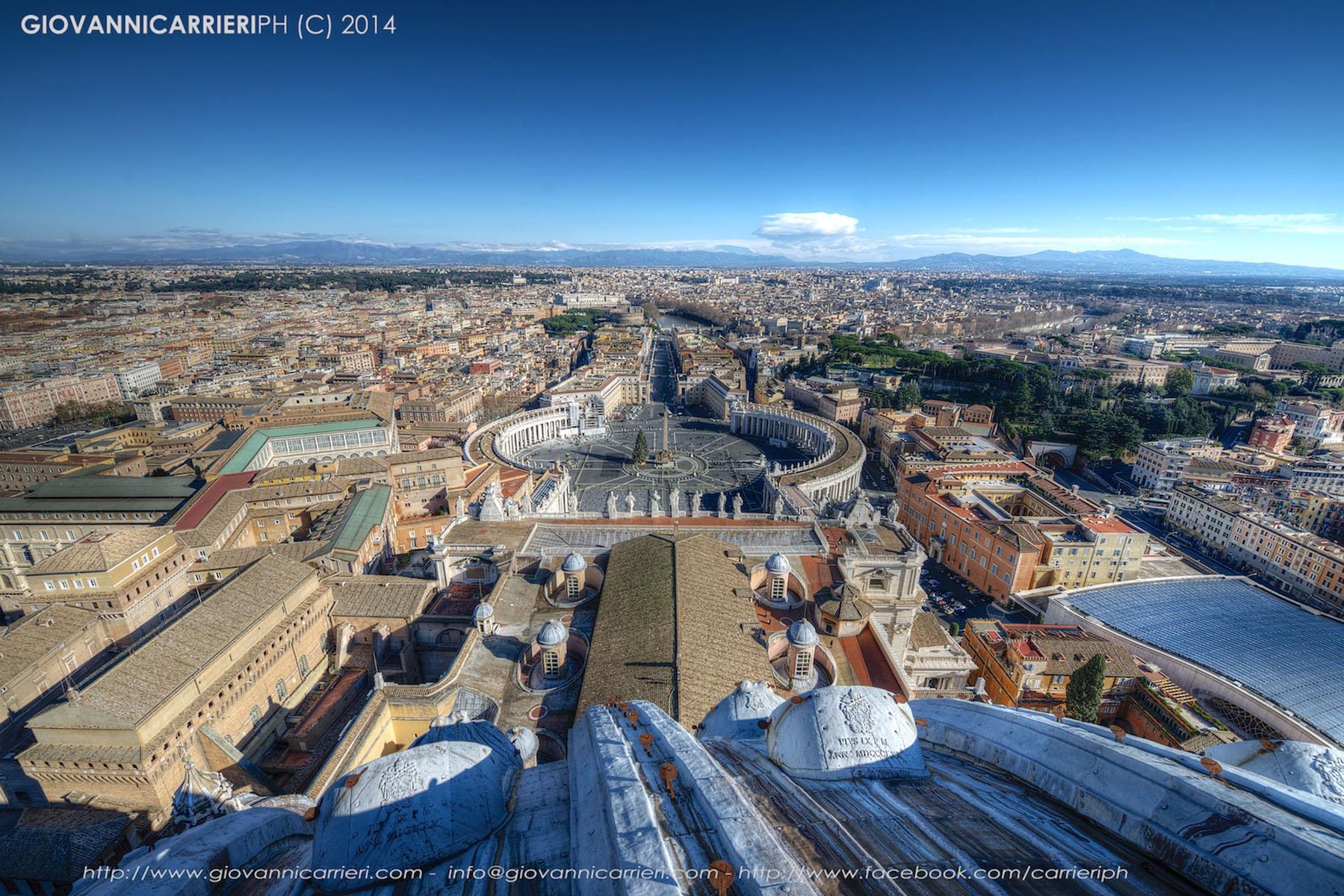 Panoramica su Roma e Piazza San Pietro.