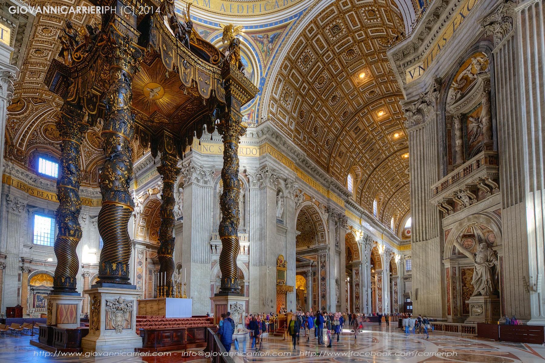 L'altare con il Baldacchino del Bernini