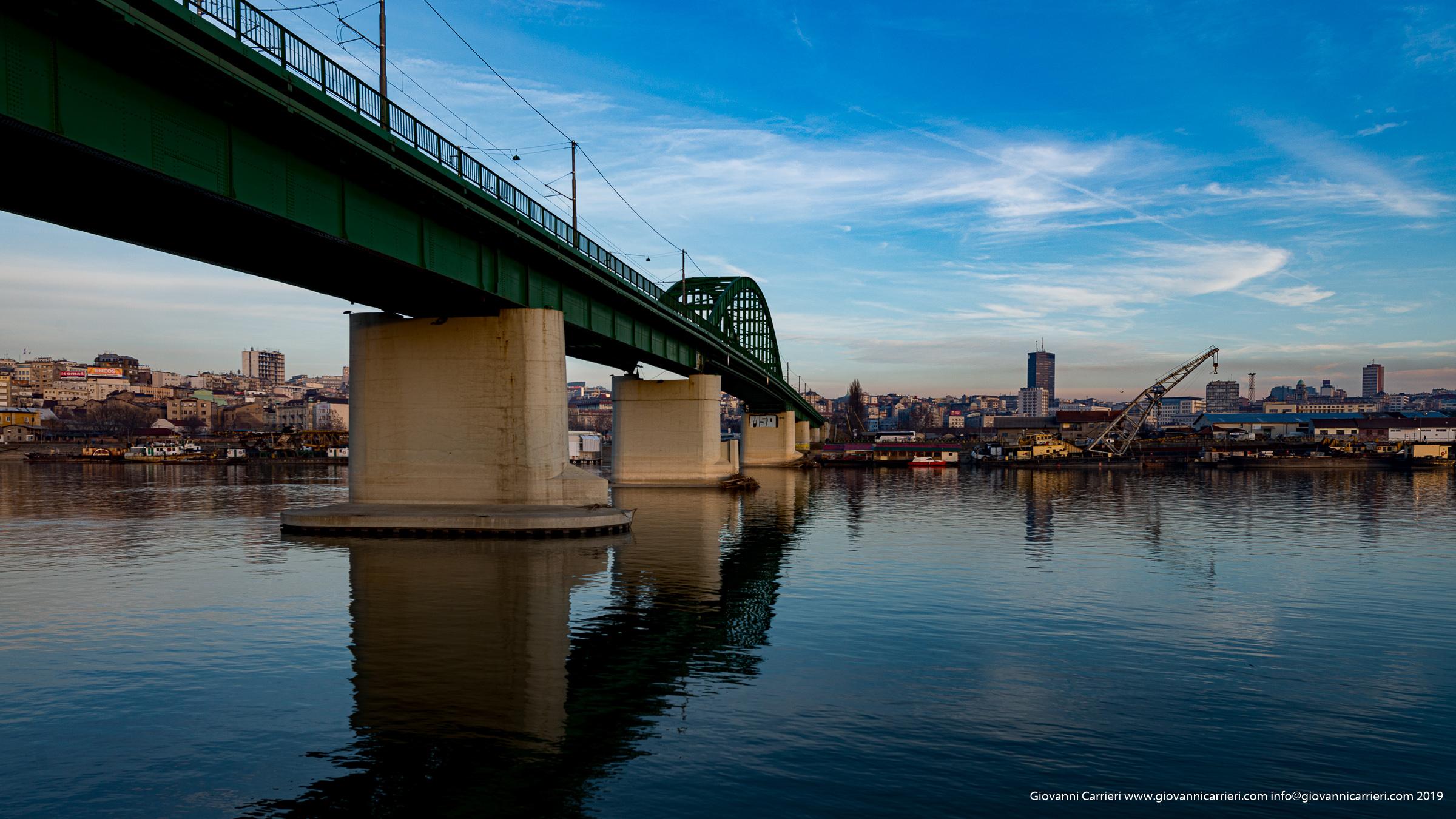 Belgrado vista dalla riva del fiume Sava