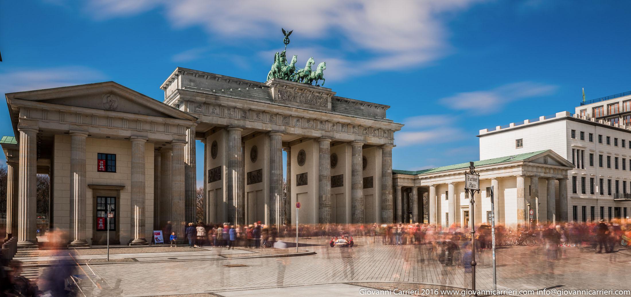 La Porta di brandeburgo ed i turisti