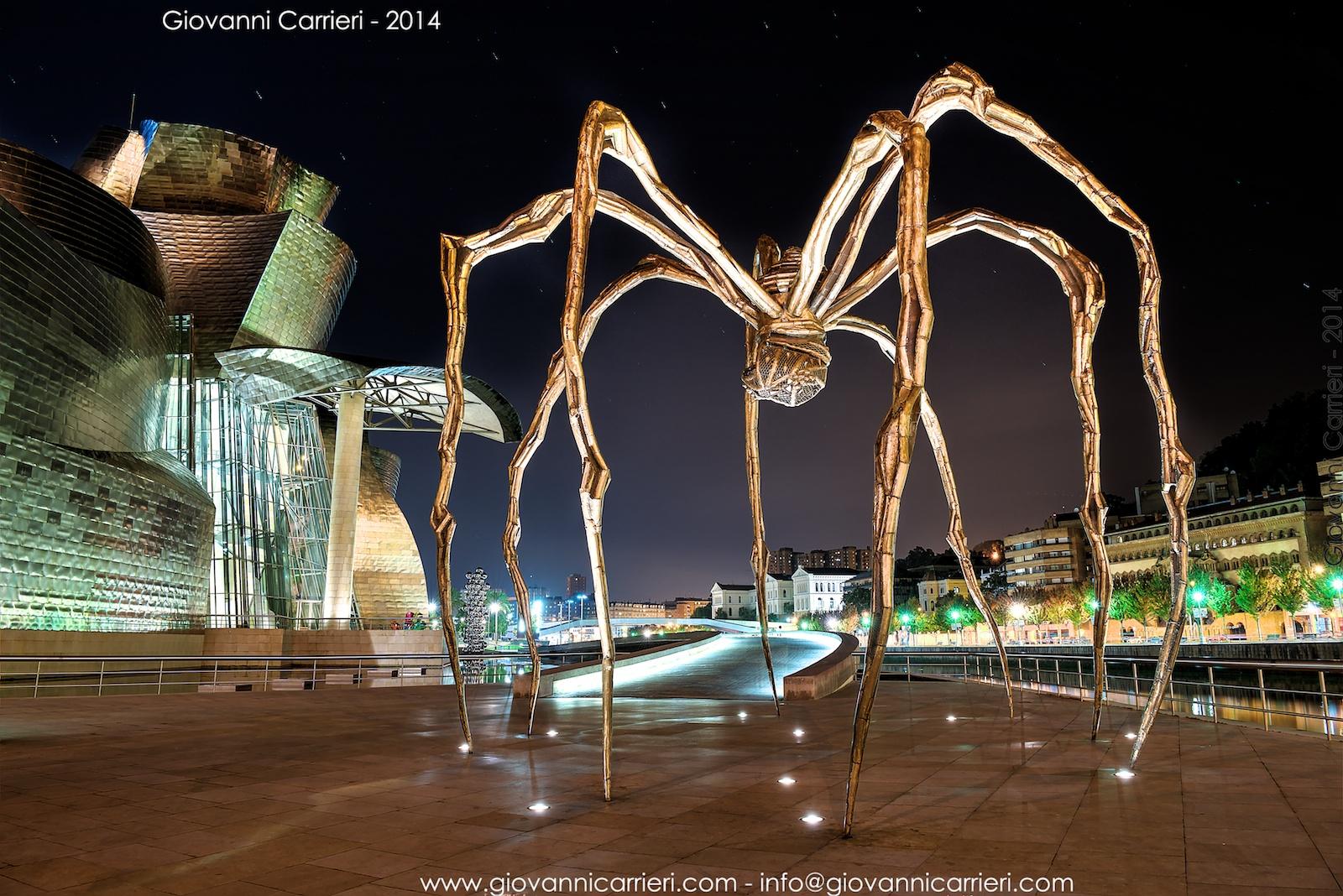 Il ragno di Bourgeois, scultura esterna del museo Guggenheim