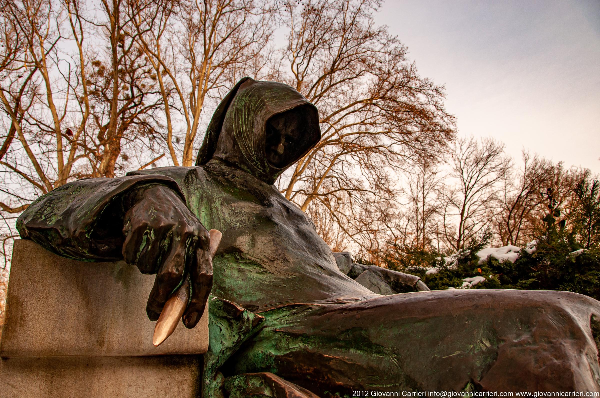 La statua dell'Anonimo a Budapest