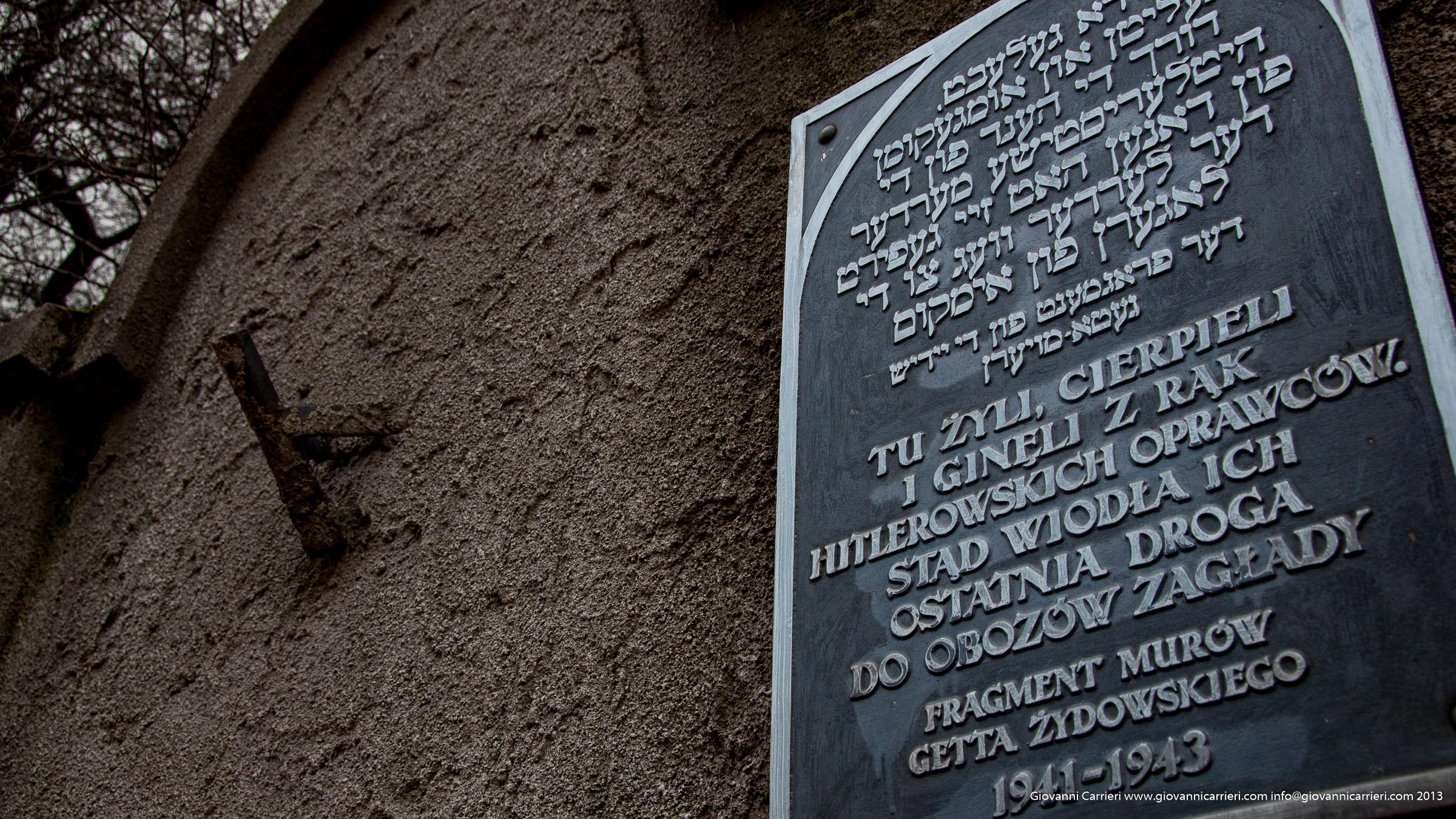 Il muro del ghetto di Cracowia, e la lapide commemorativa
