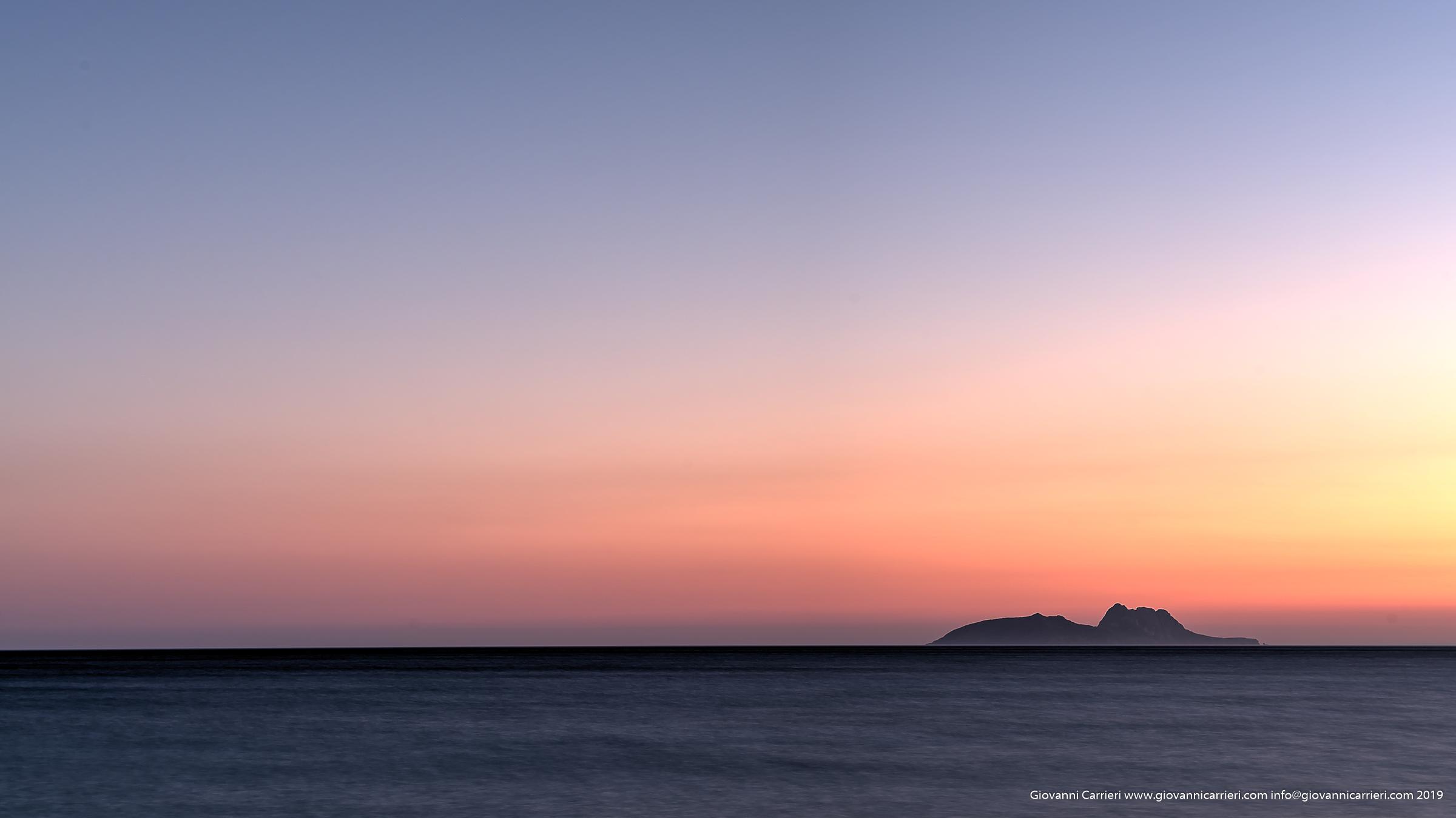 Il tramonto sull'isola di Paximadia Dio