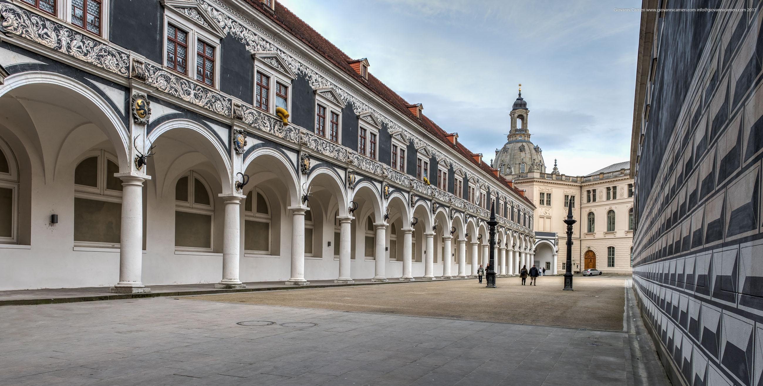il cortile interno del palazzo Stallhof