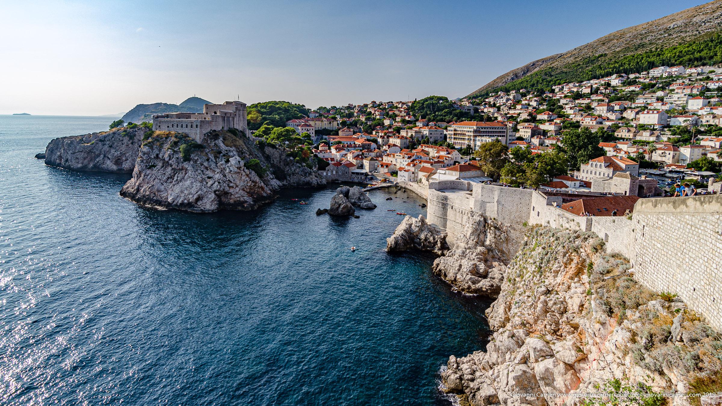 Il castello di Dubrovnik visto dalla cinta muraria del borgo