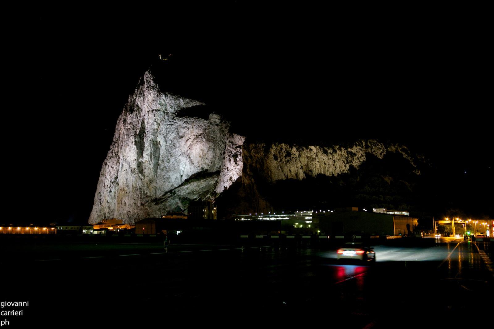La rocca vista di notte
