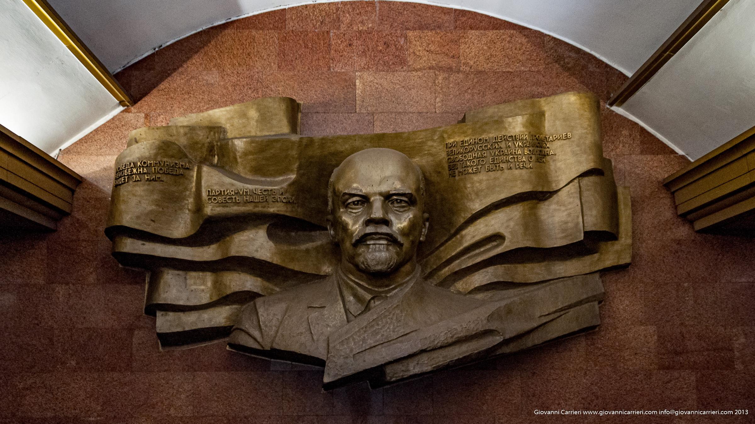 monumento di Lenin nella metropolitana