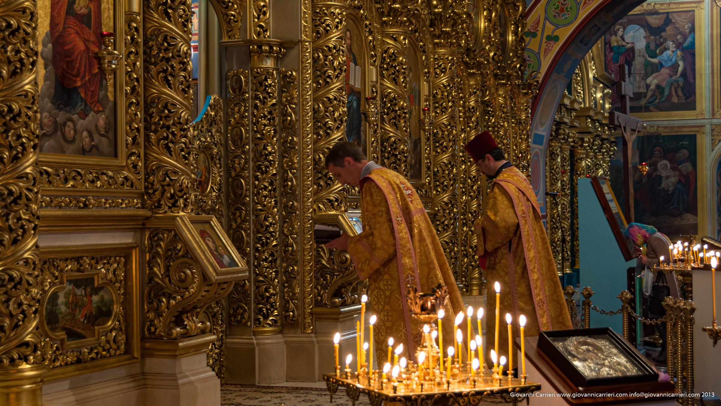 Preghiera nella cattedrale San Michele - Kiev