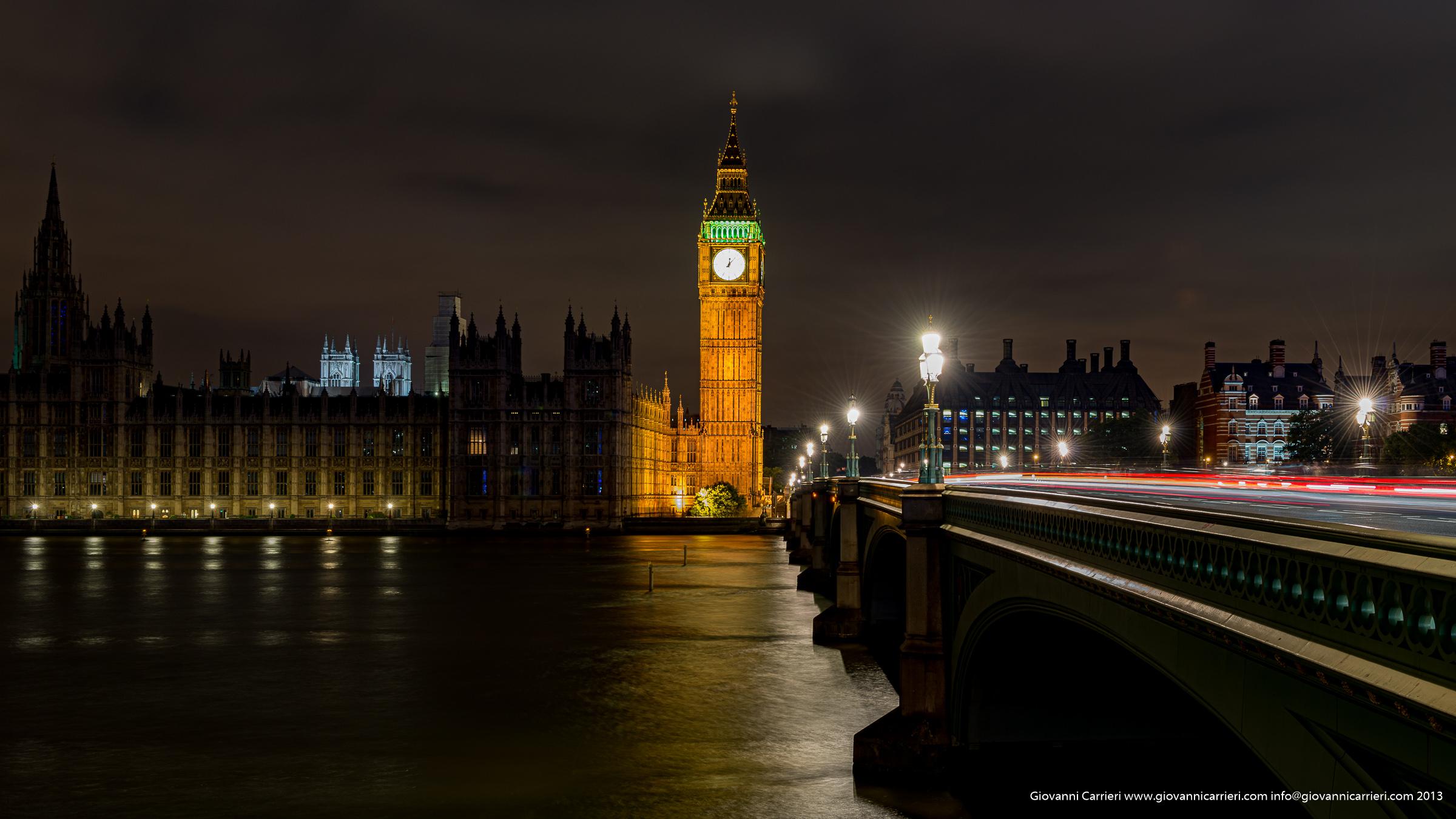 Vista notturna del Big Ben