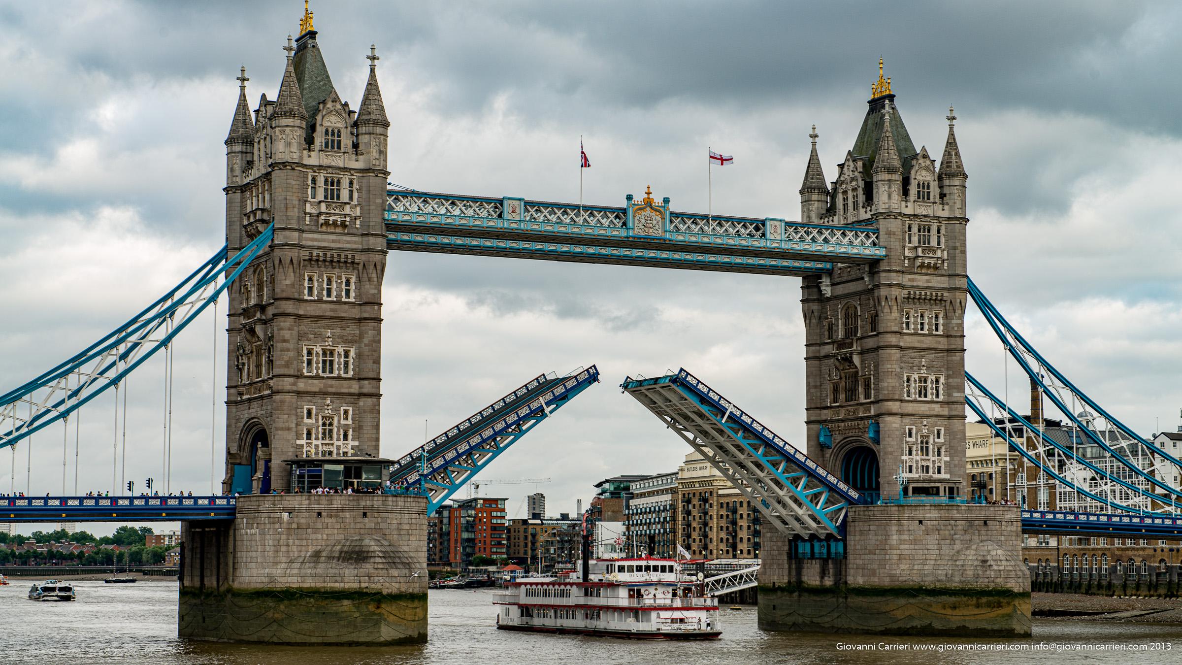 Il Ponte della torre aperto - Londra