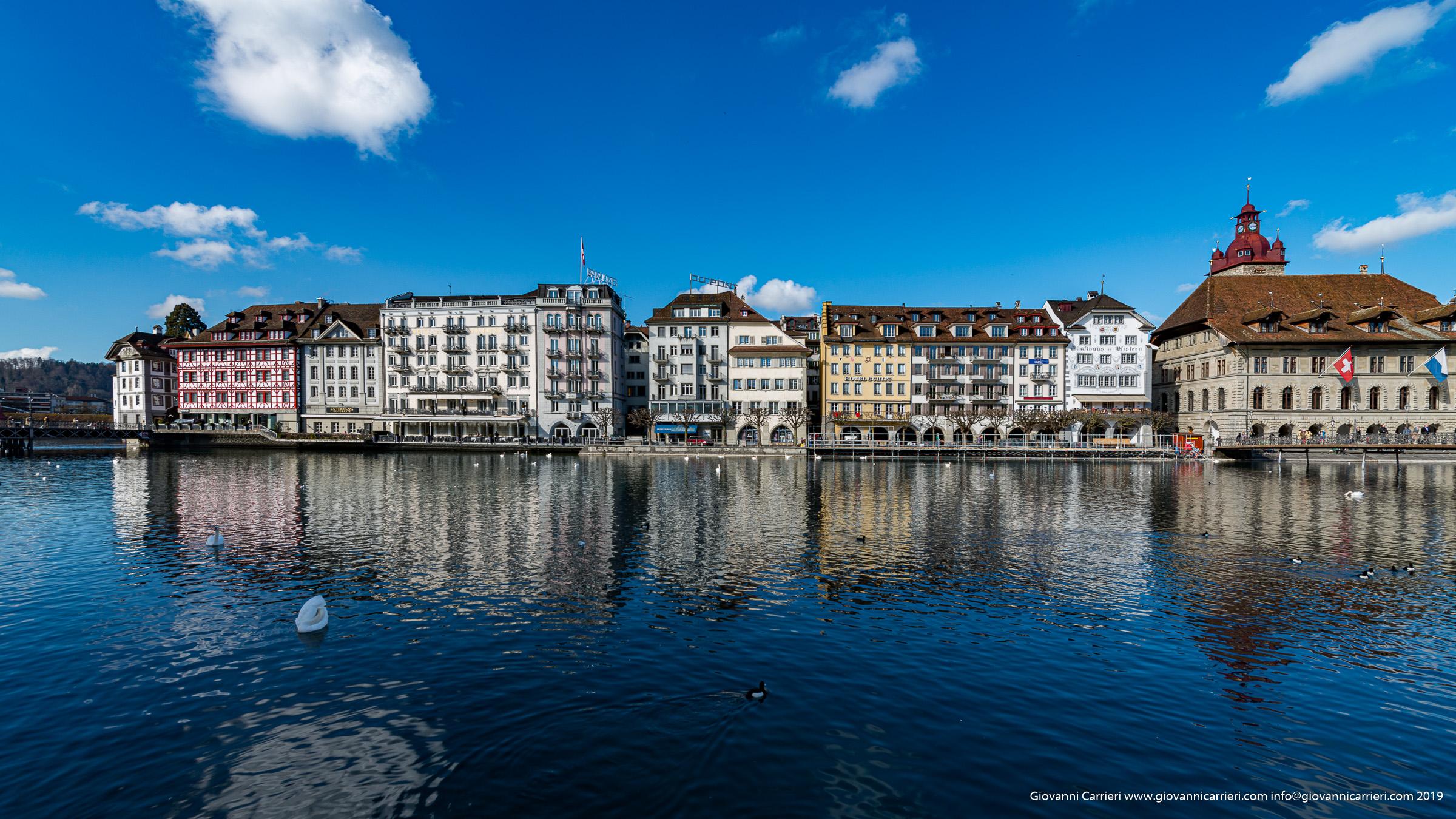 Il fiume Reuss e l'antica cittadina di Lucerna
